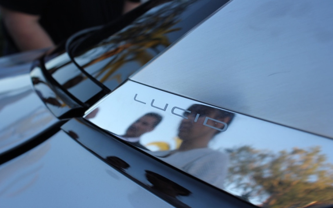 Lucid-Motors-logo-reflection
