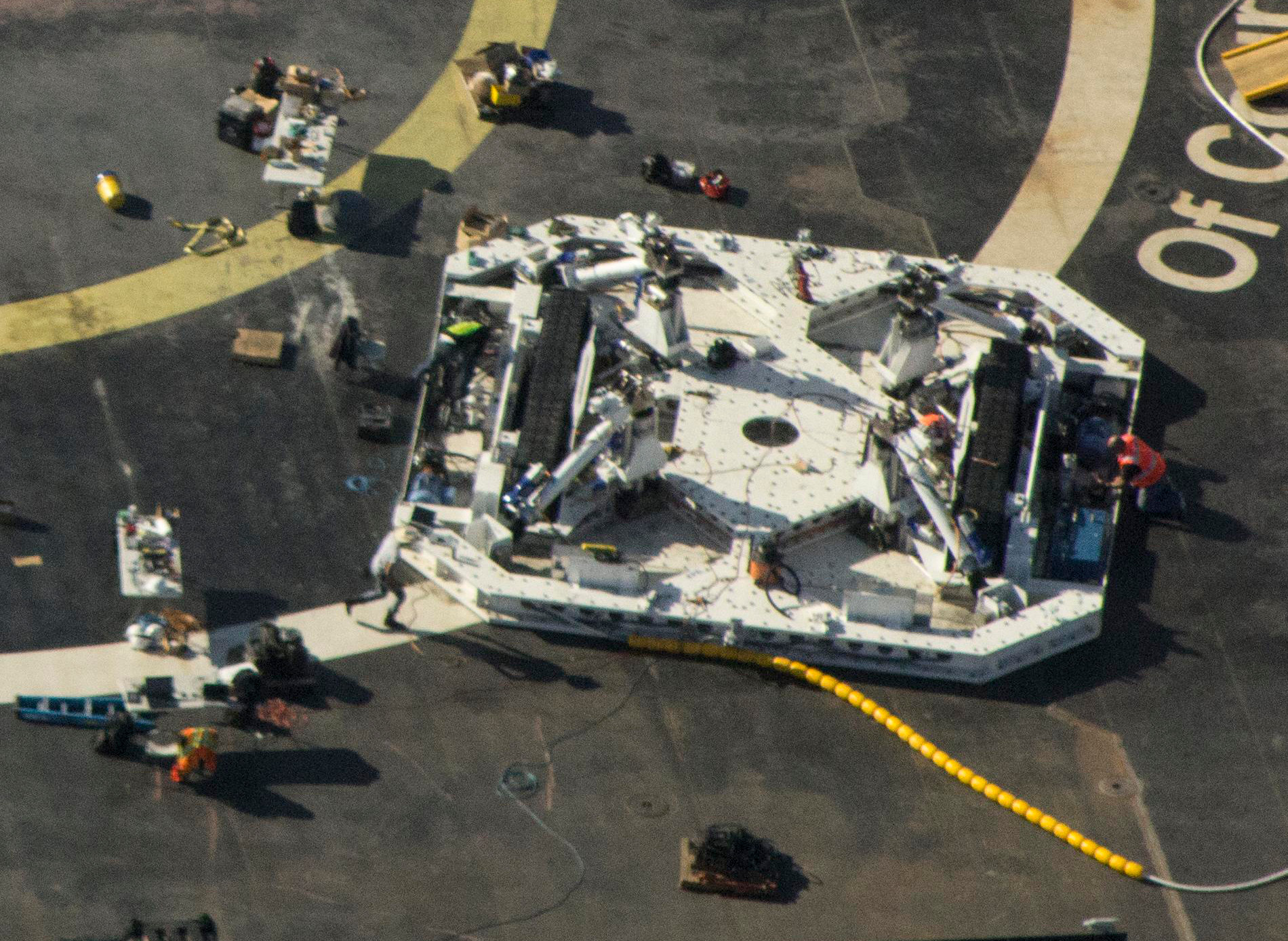 SpaceX-OCISLY-droneship-robot-optimus-prime