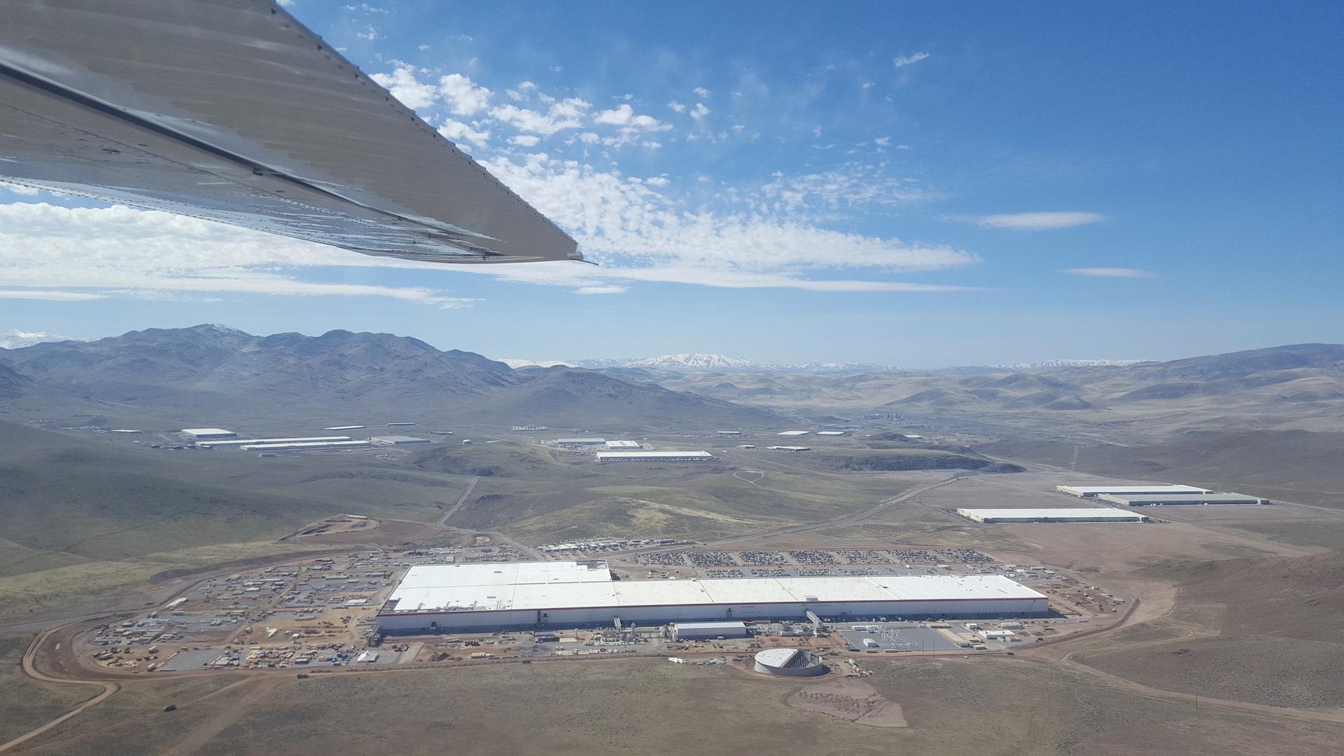 Tesla-Gigafactory-March-2017-teslarati-aerial-1