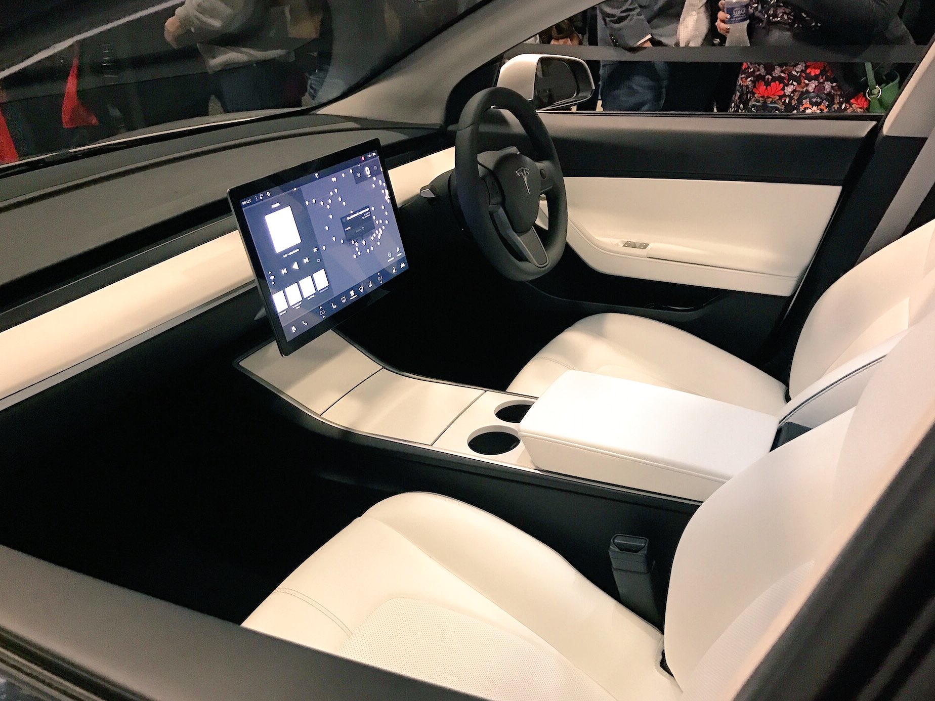 Tesla Model S Interior Update >> Elon Musk: Tesla could make RHD Model 3 'probably mid-next year'