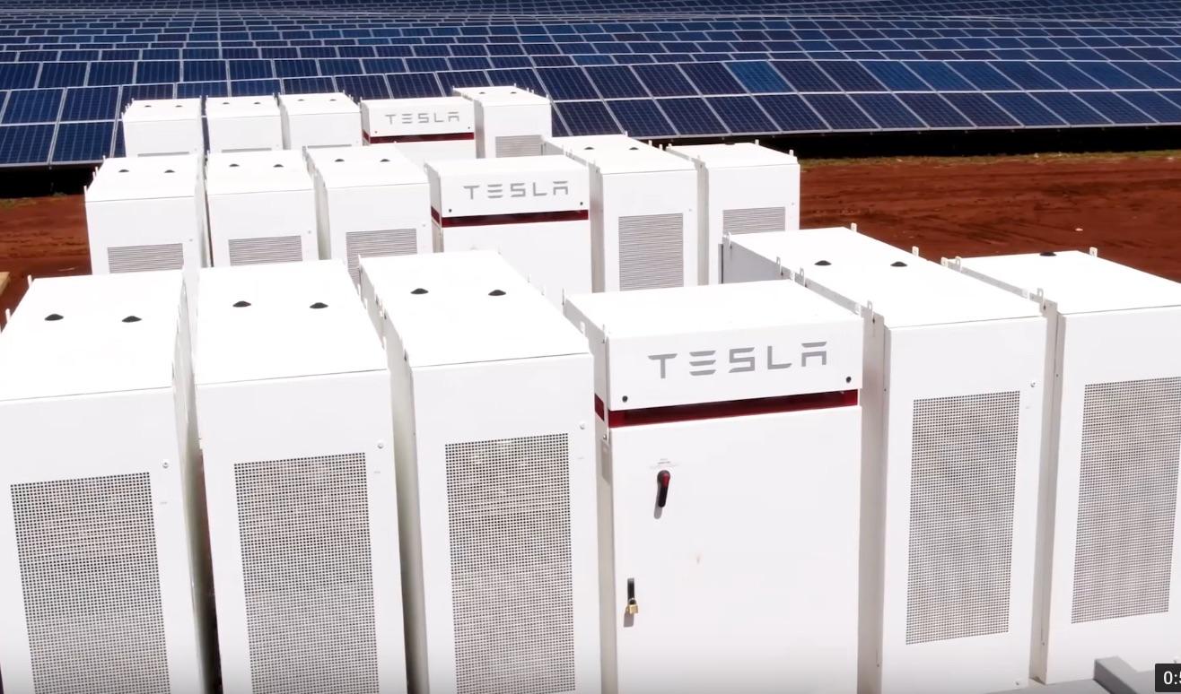 Tesla-Powerpack-Kauai-utility-solar-farm-2