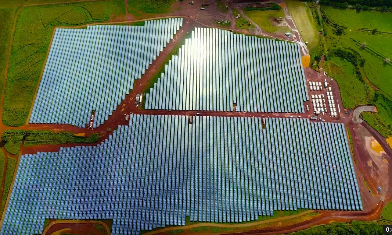Tesla-Powerpack-Kauai-utility-solar-farm-4