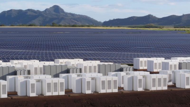 Tesla-Powerpack-Kauai-utility-solar-farm