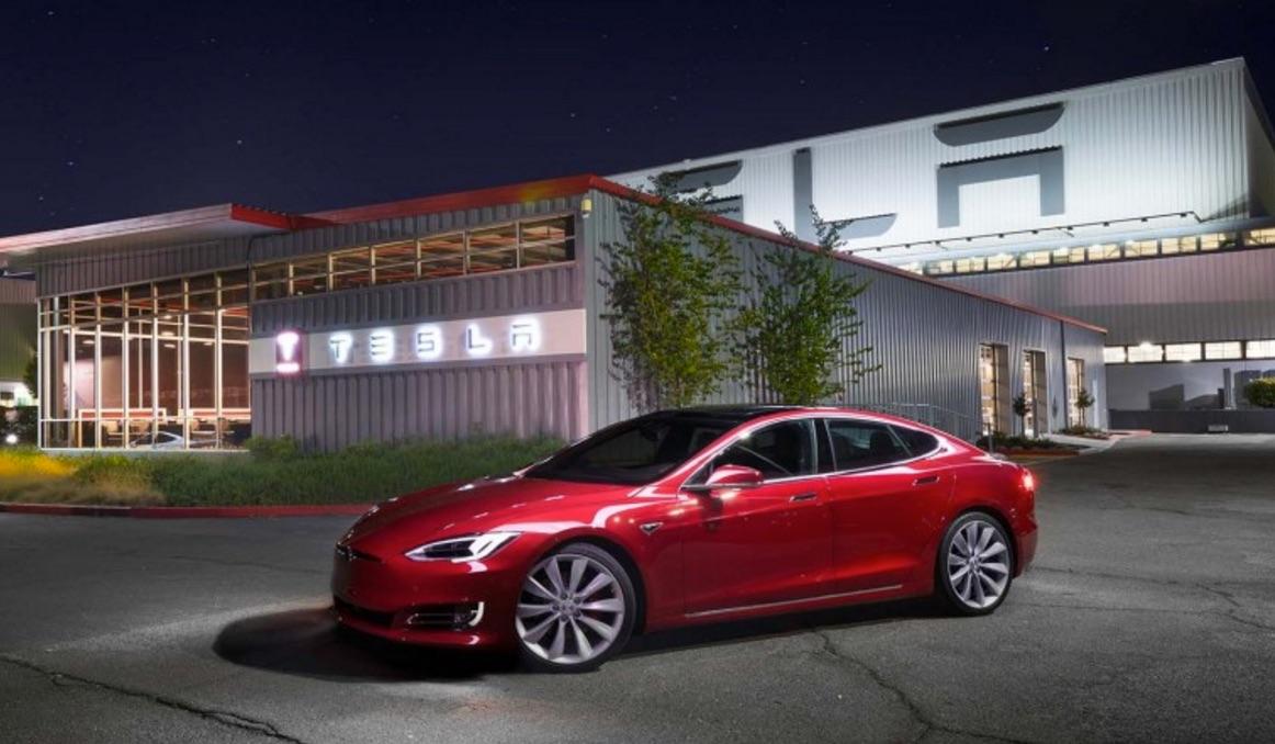 Tesla-logo-Fremont-store-red-Model-S-100D