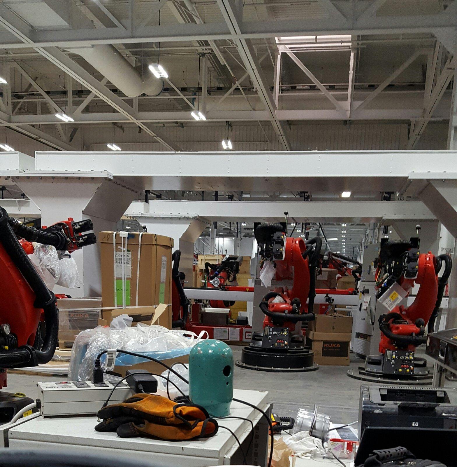 Tesla-Model3-factory-robots