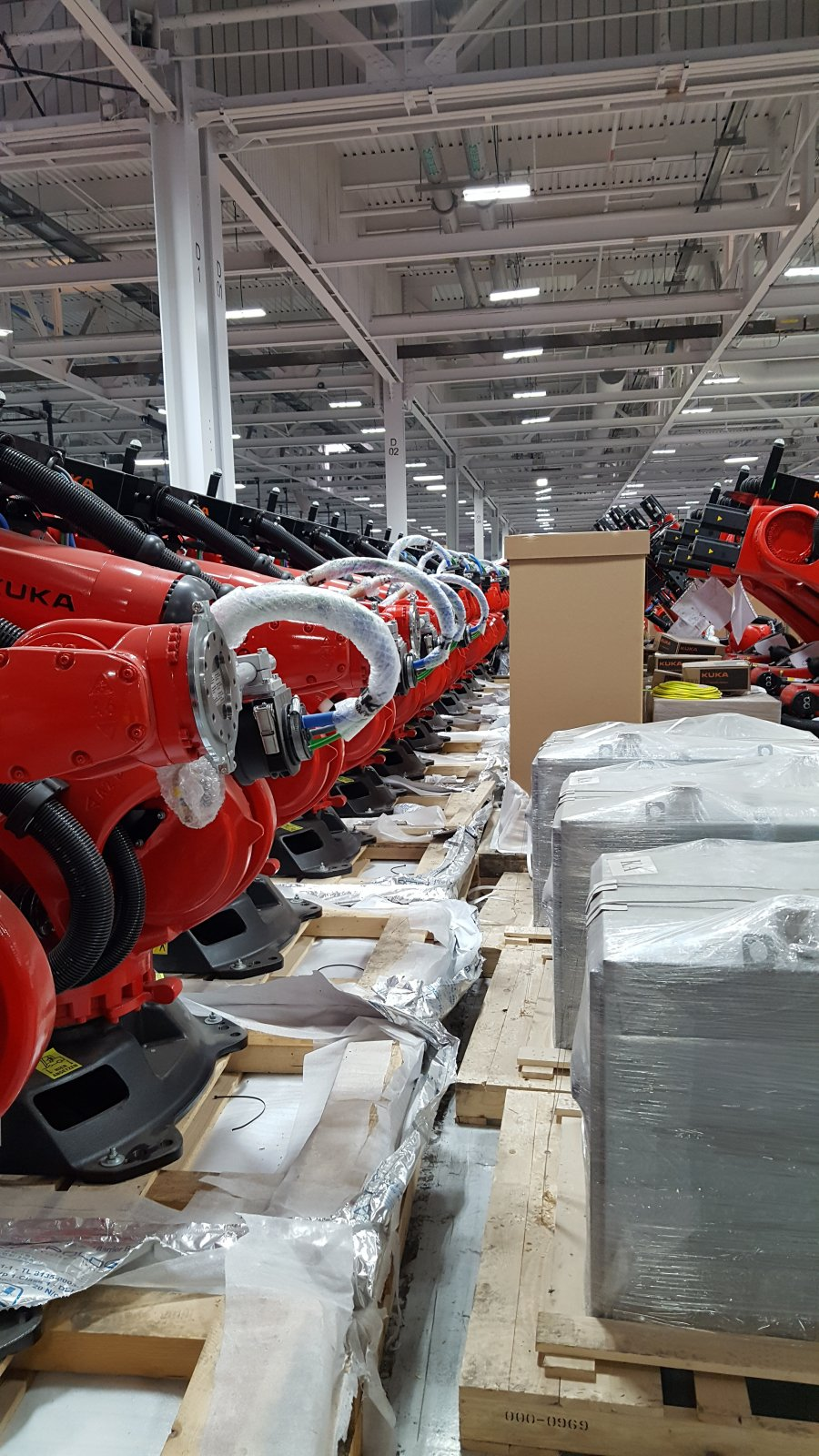 Tesla-Model3-factory-robots-2