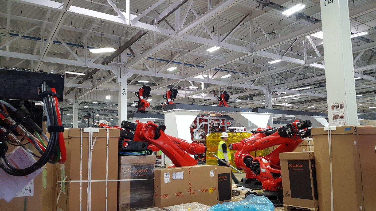 Tesla-Model3-factory-robots-5