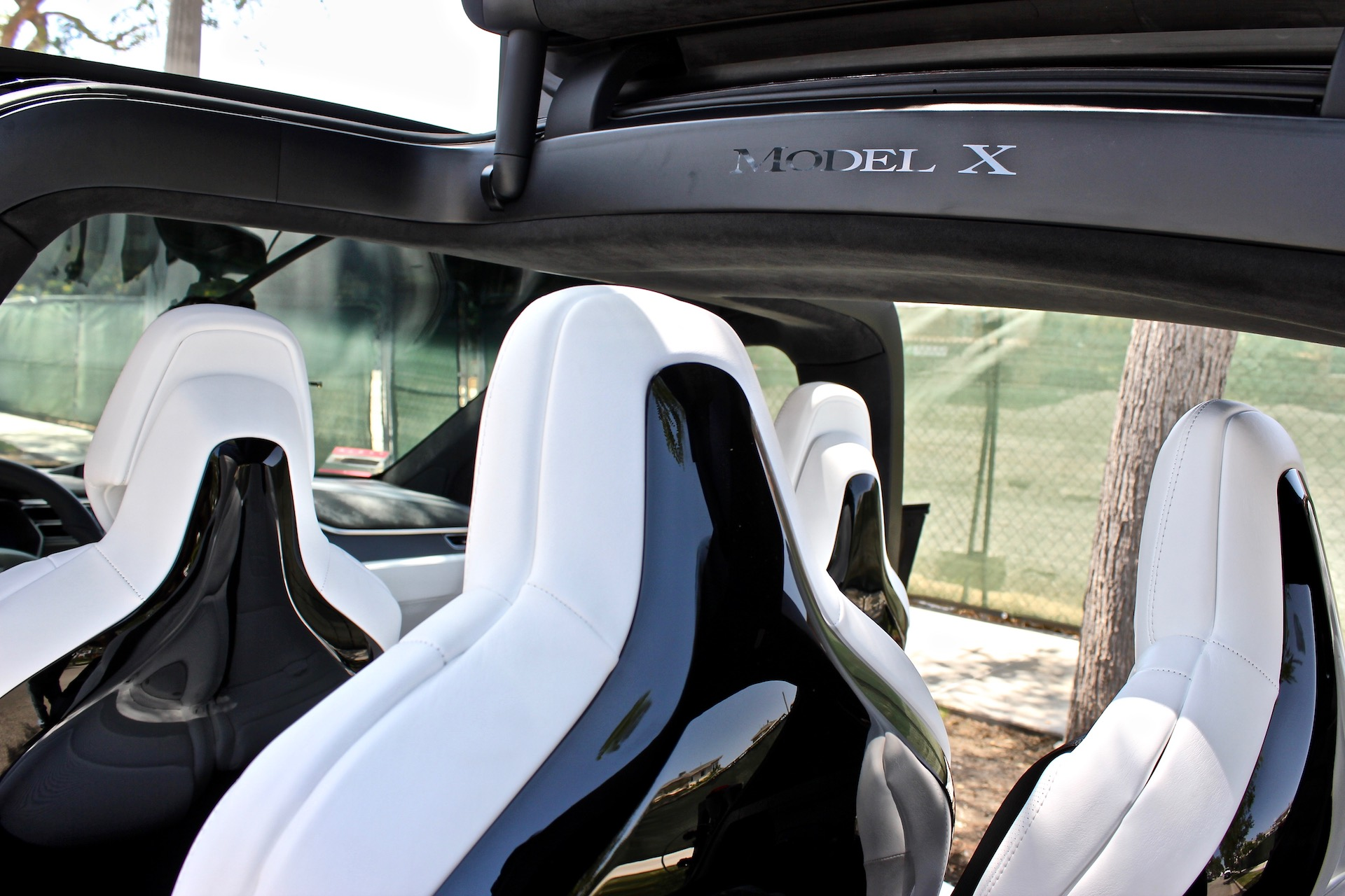 Tesla Discontinues Glossy Model X Seat Backs For Matte Finish
