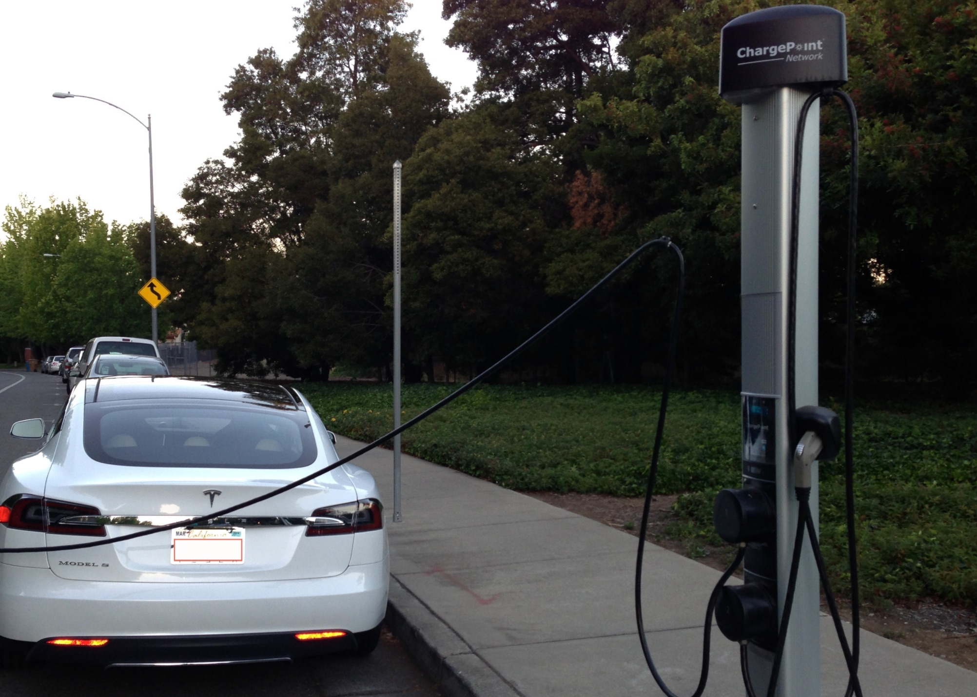 chargepoint-charger-tesla-model-s