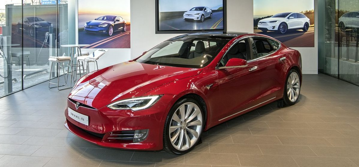 red-model-s-tesla-korea-showroom-gangnam