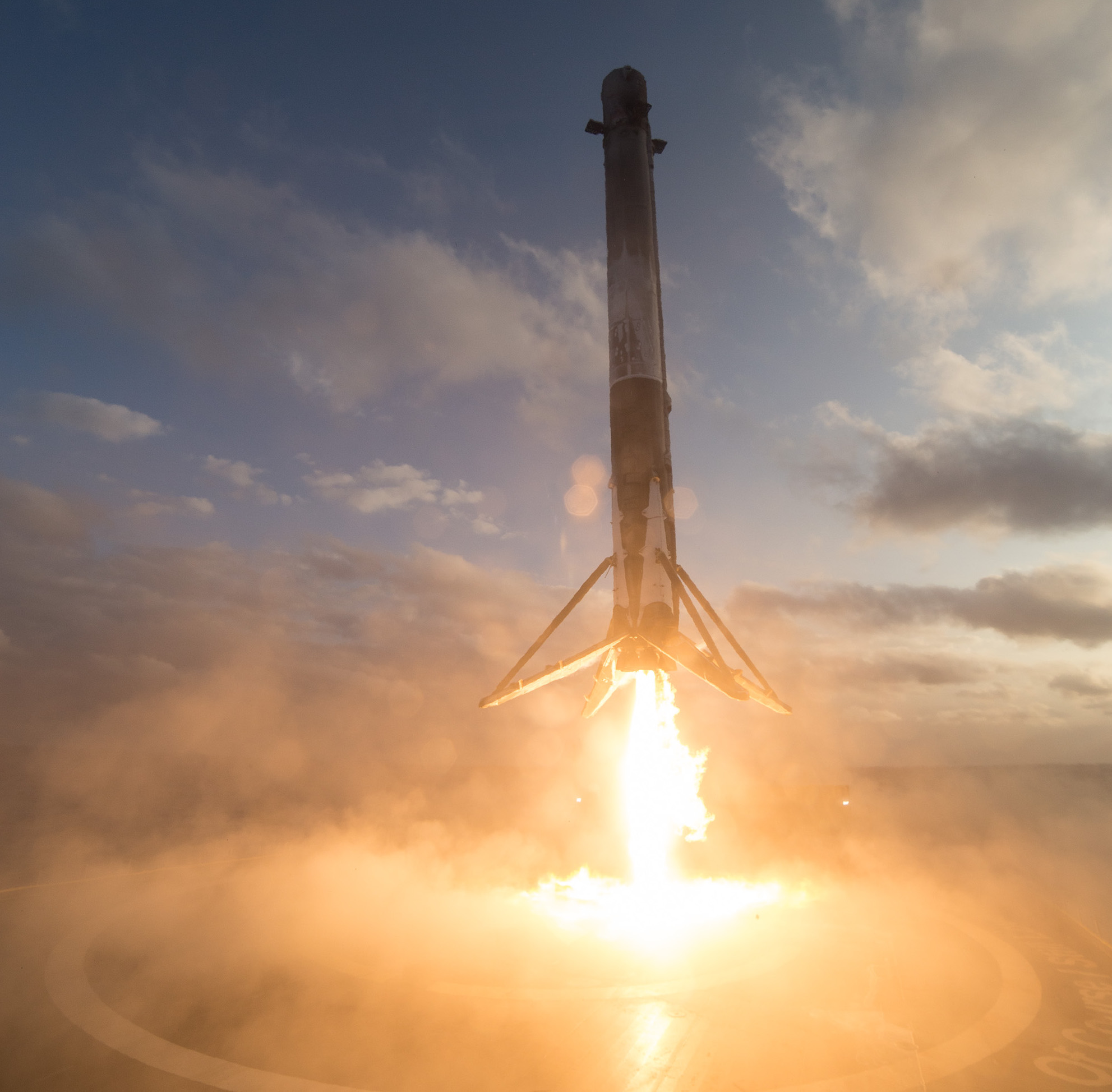 Falcon 9 returns to floating drone ship in the Pacific Ocean