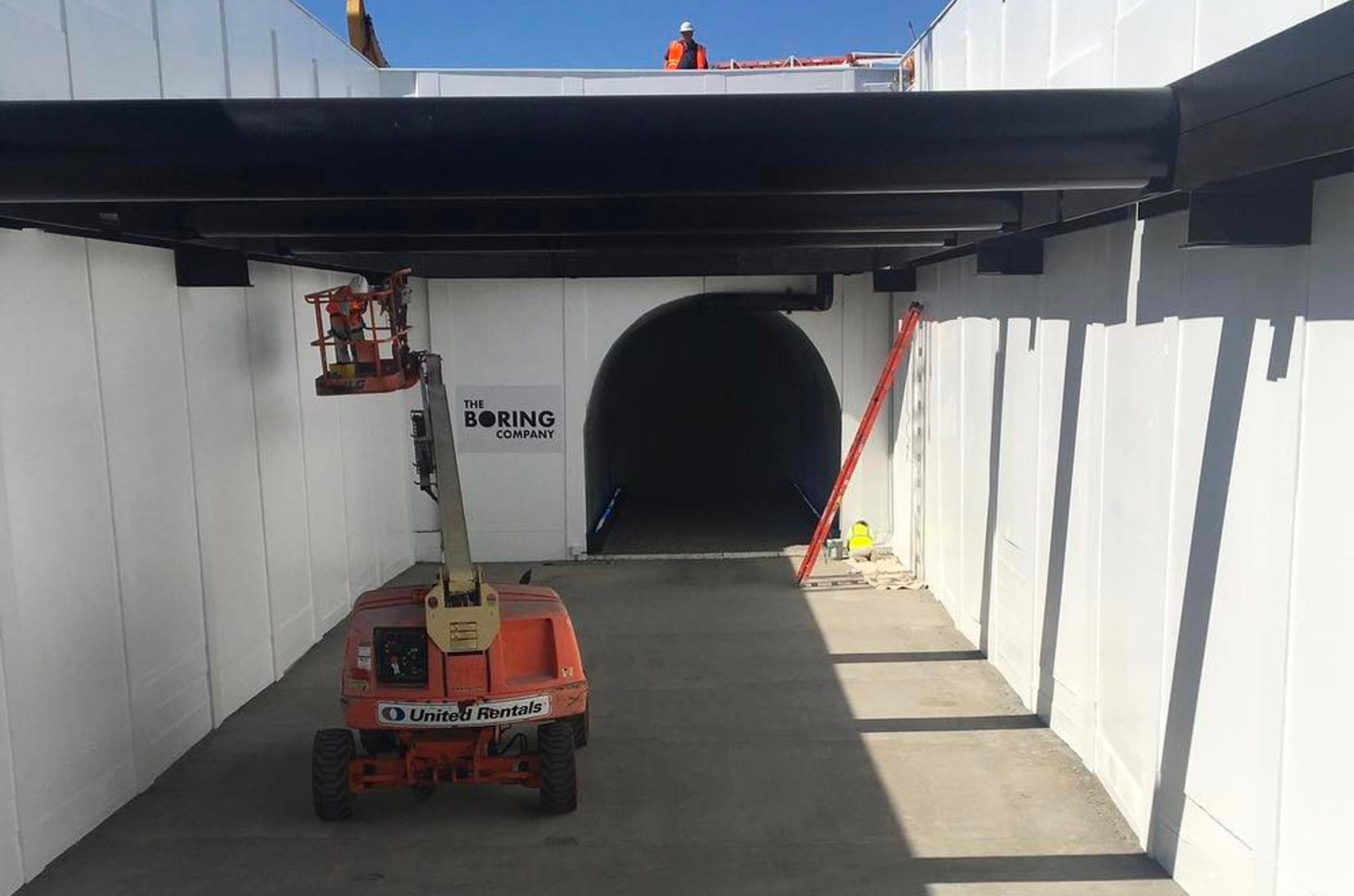 elon-musk-boring-company-tunnel-entry