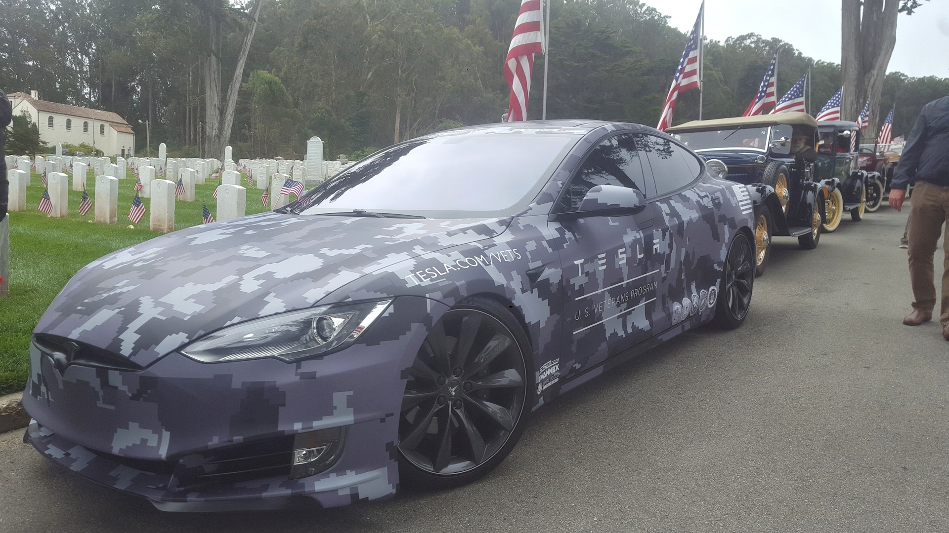 tesla-camouflage-wrapped-model-s-memorial-day-2