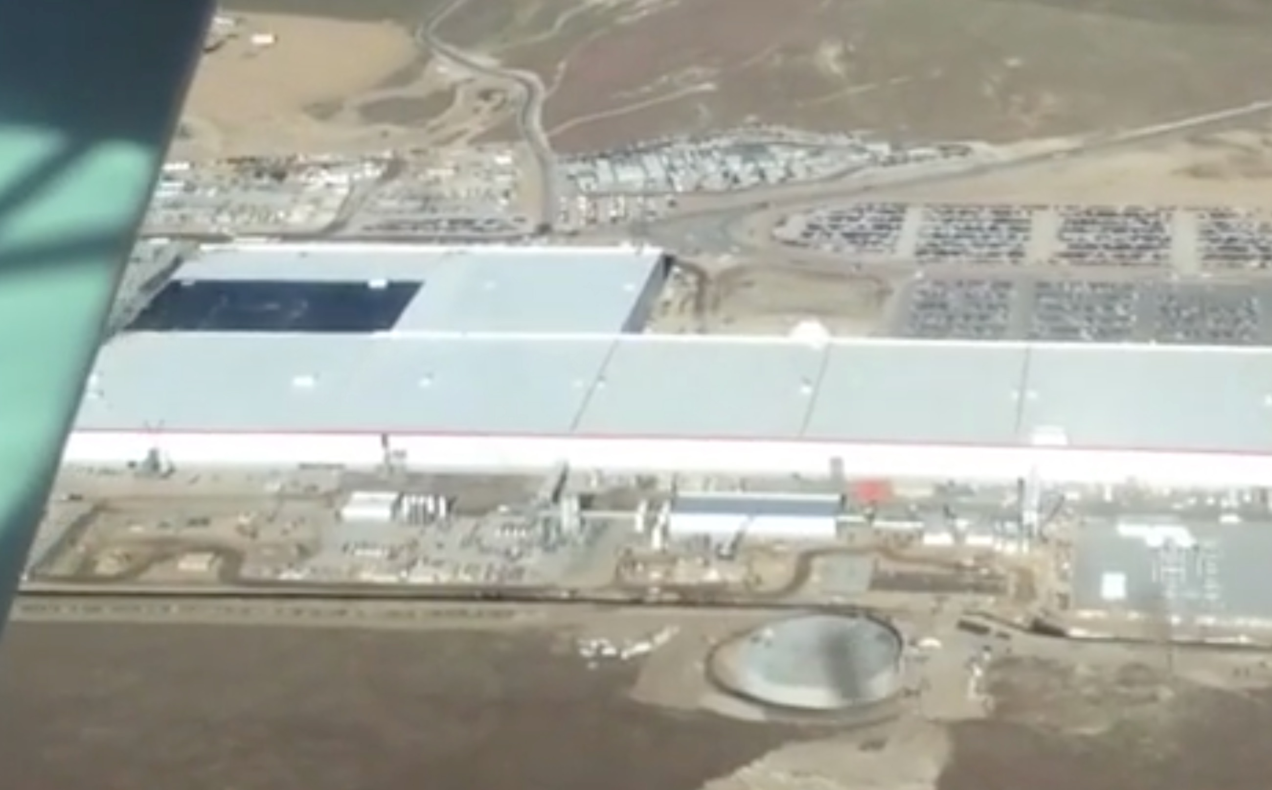 tesla-gigafactory-flyover-roof-may17