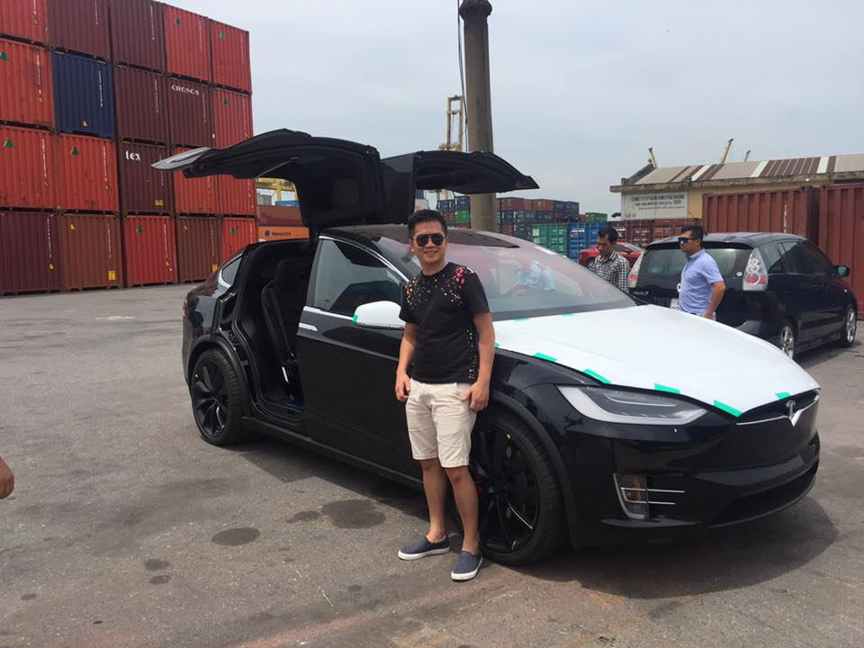 tesla-model-x-p100d-vietnam-import-2