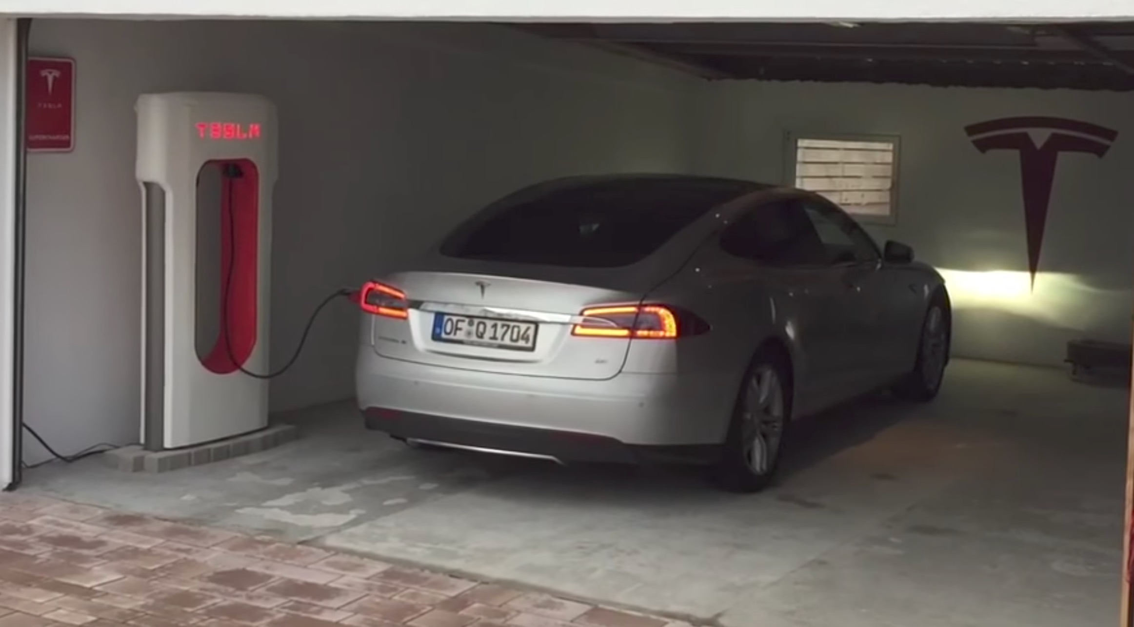 tesla-supercharger-home-garage