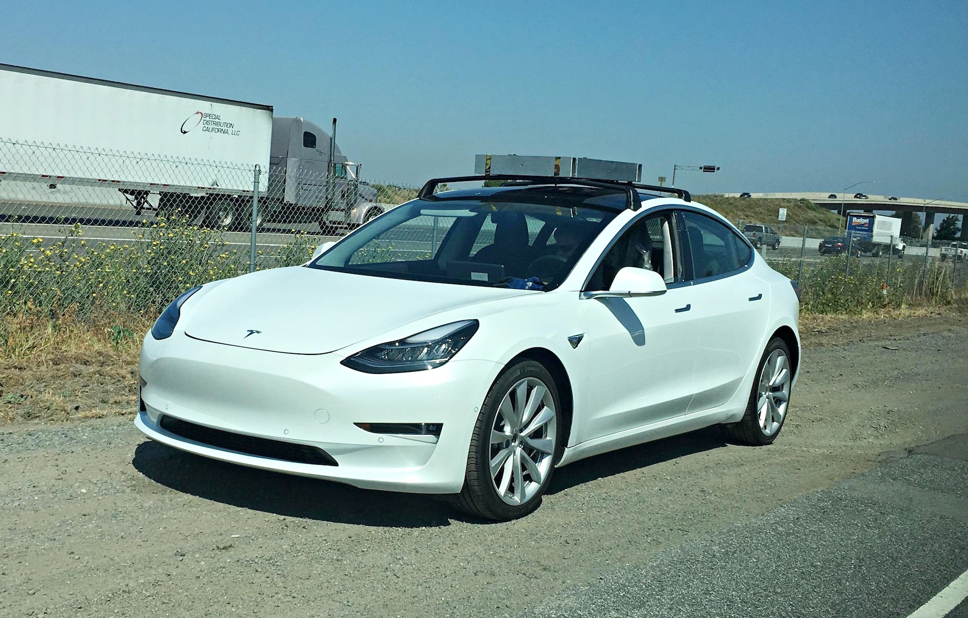 white-tesla-model-3-roof-rack