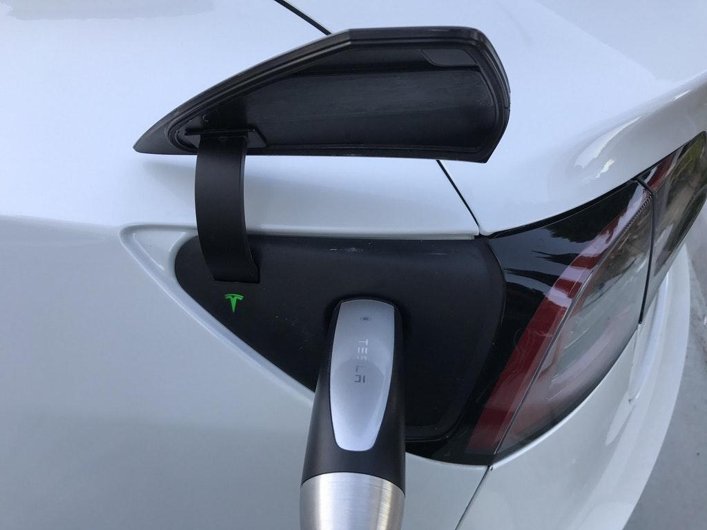 Tesla-Model-3-charge-port