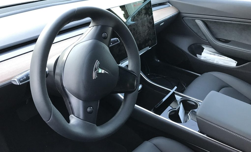 Tesla-Model-3-steering-wheel