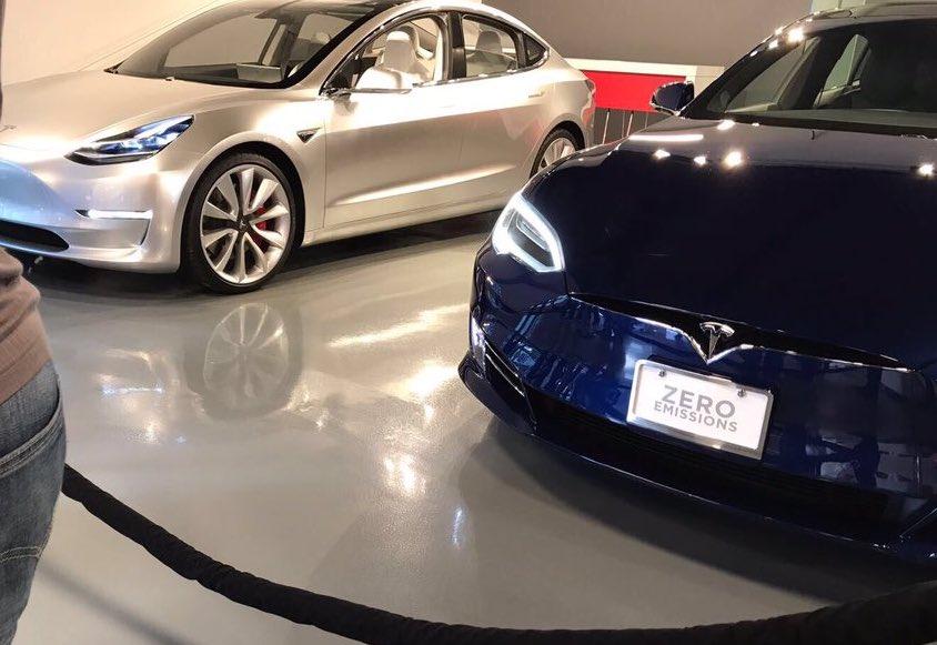 silver-tesla-model-s-alpha-blue-model-s-fremont