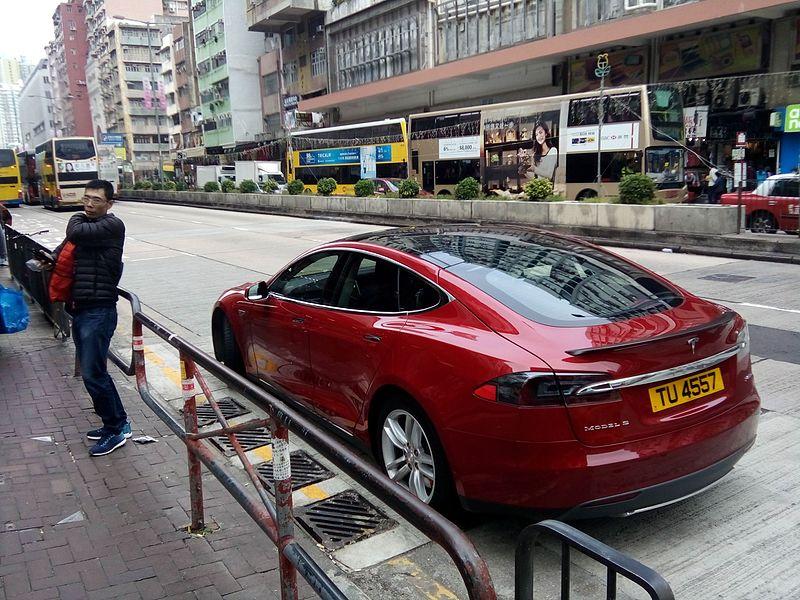 HK_SSP_深水埗_Sham_Shui_Po_Kweilin_Street_Cheung_Sha_Wan_Road_Dec_2016_Lnv2_model_S_red_Tesla