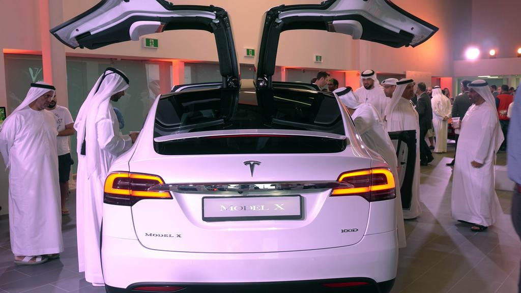 tesla-dubai-showroom-model-x