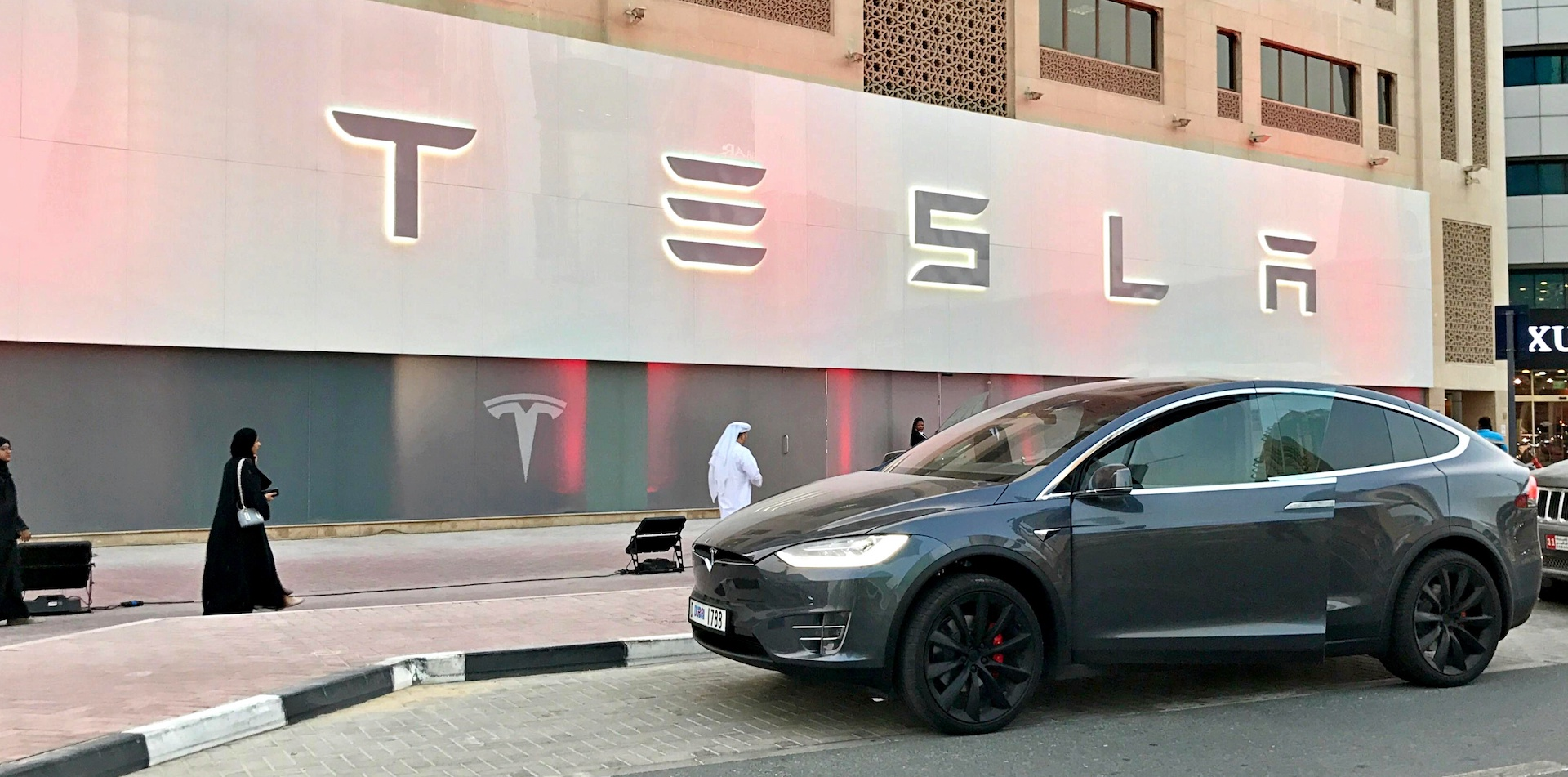 tesla-dubai-showroom