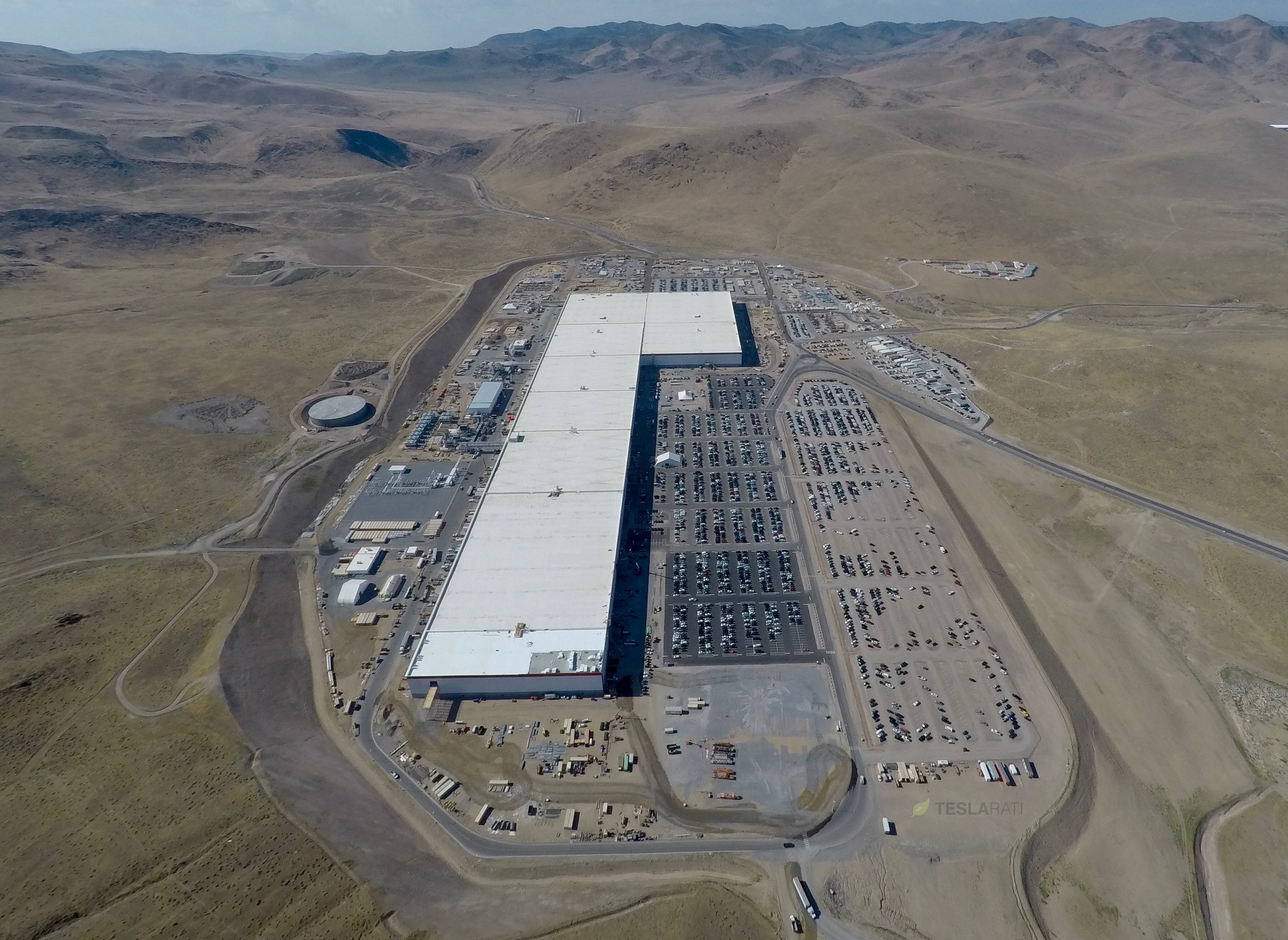 New Tesla Gigafactory 1 photos show a parking lot in need ...