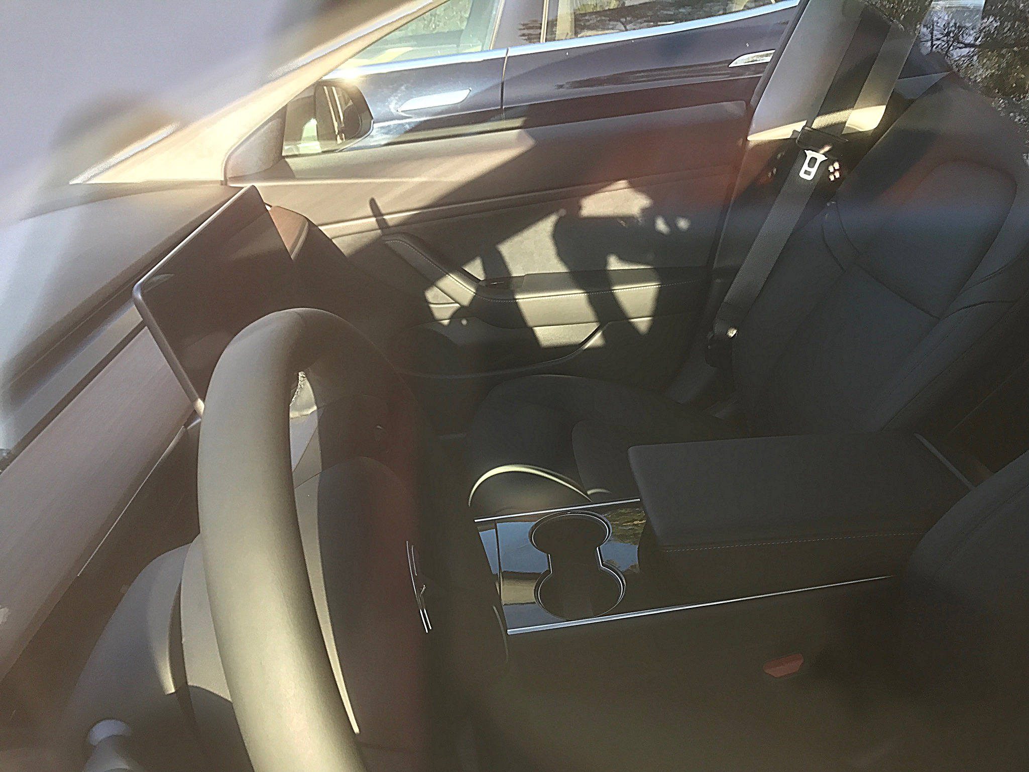tesla-model-3-center-console-cupholders