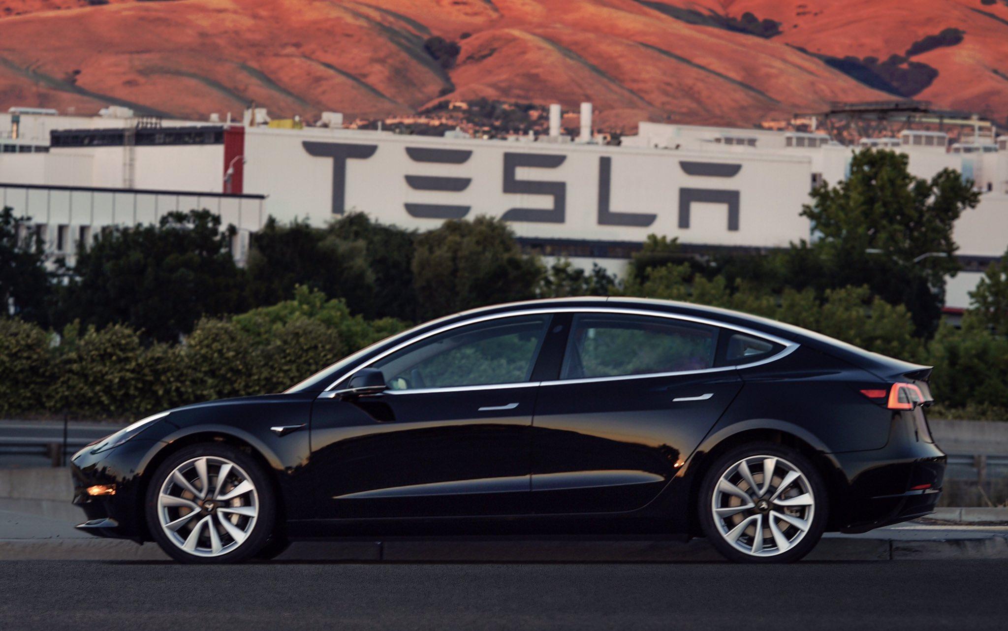 Middleboro Review: Tesla Model 3 Door Handles: NO mechanical handle ...
