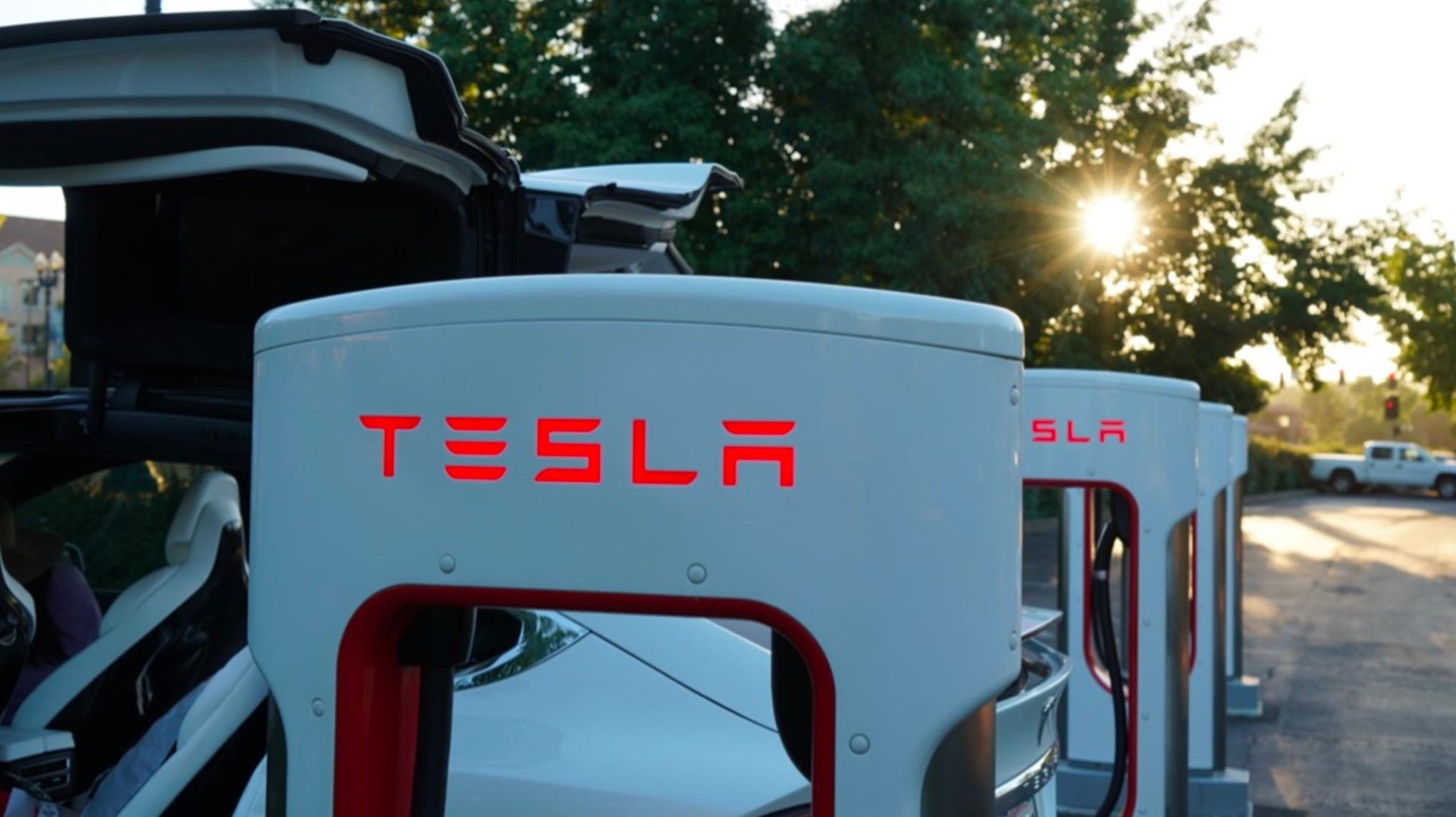 Tesla Nearing 1000 Supercharger Locations Worldwide Ahead