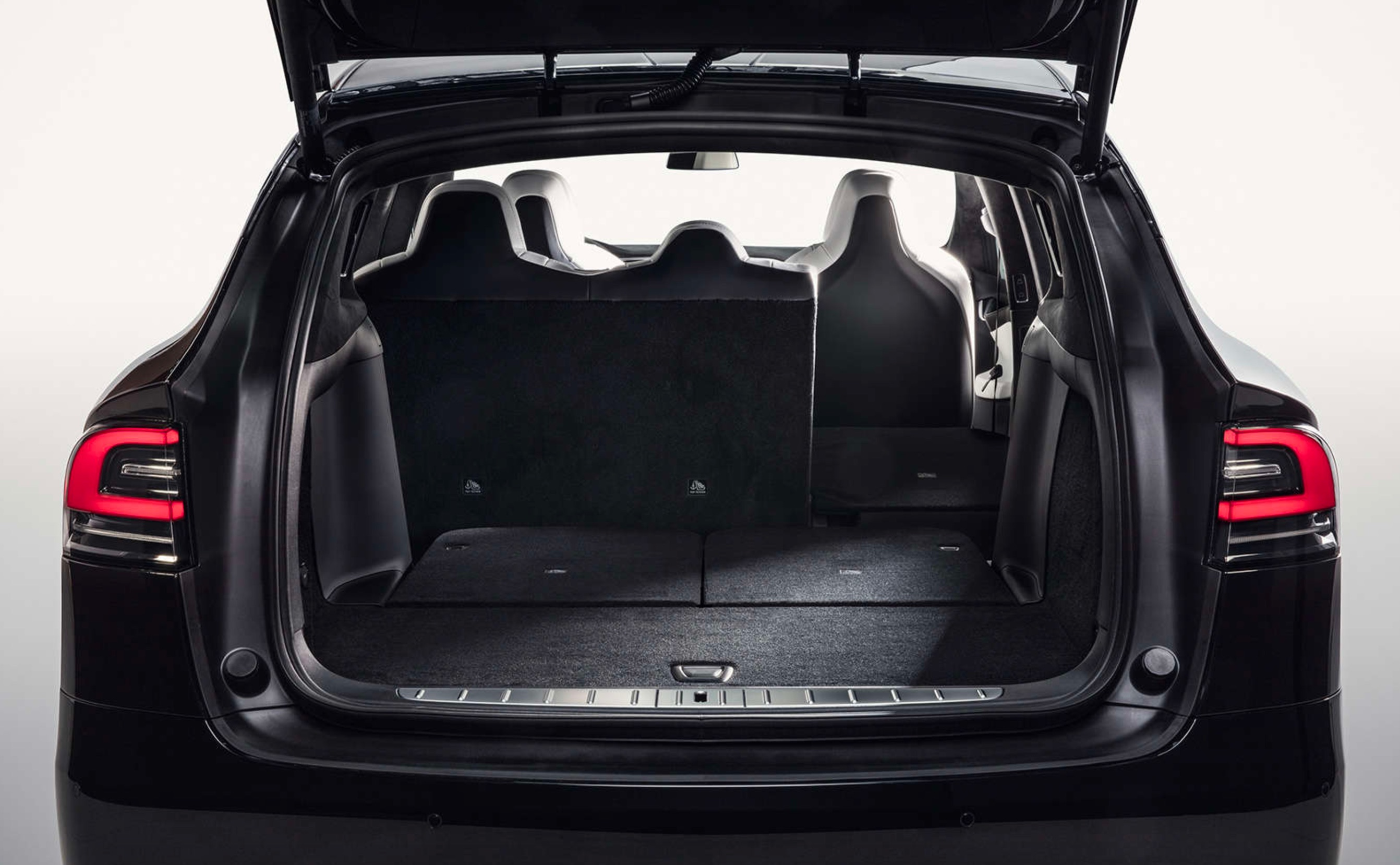 teszla-model-x-fold-flat-seats-7-split