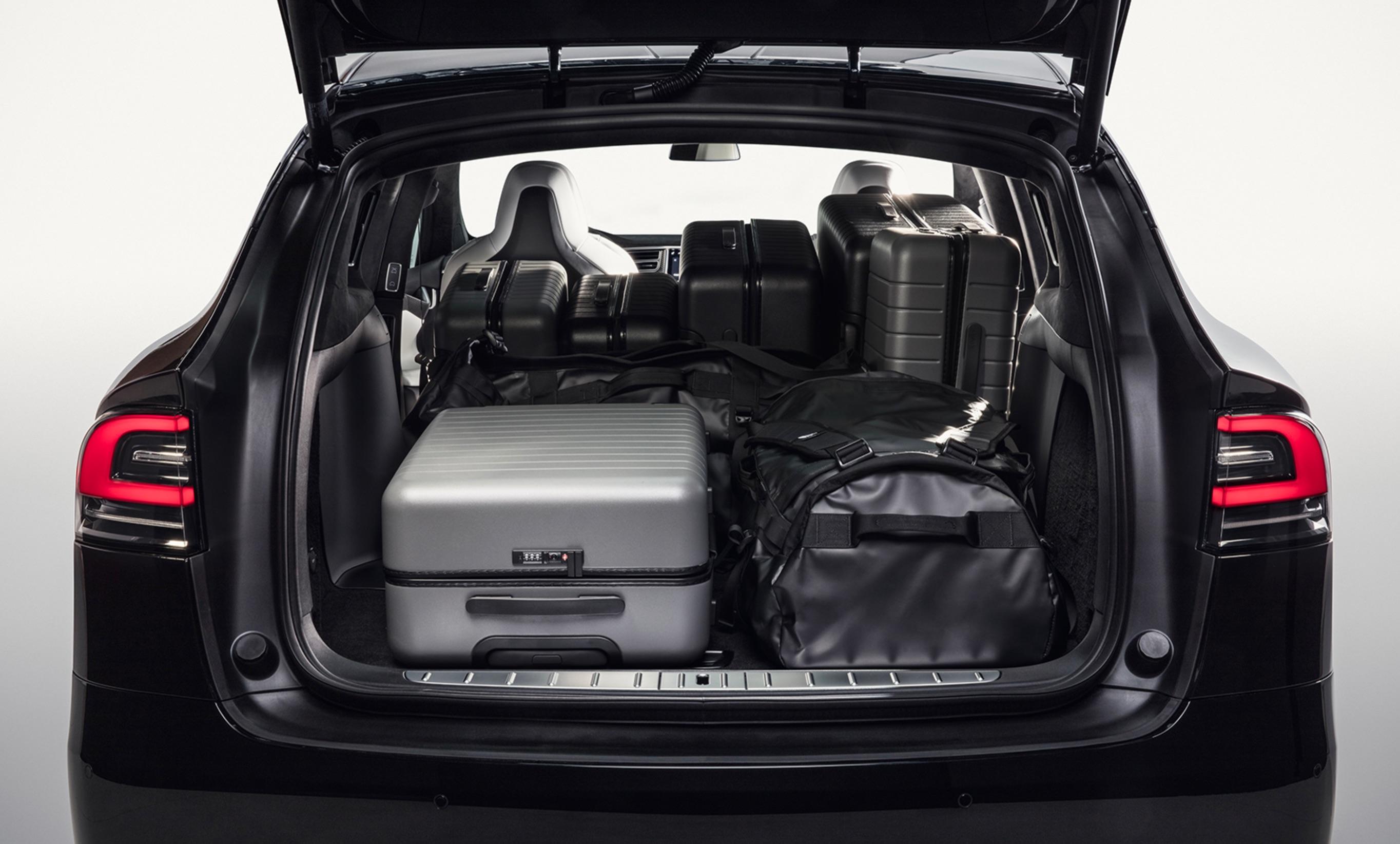 teszla-model-x-trunk-cargo-capacity