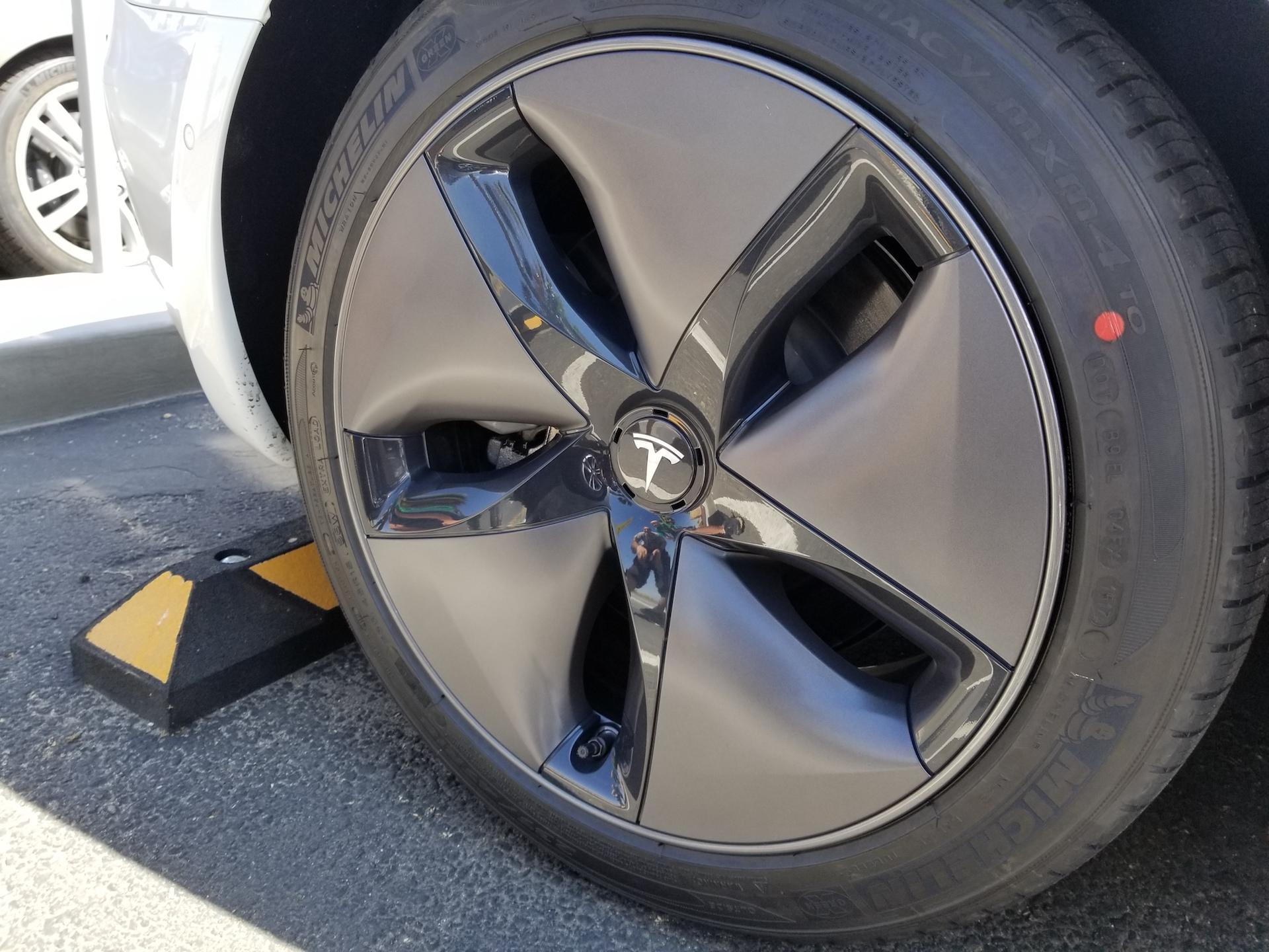 white-tesla-model-3-aero-wheels