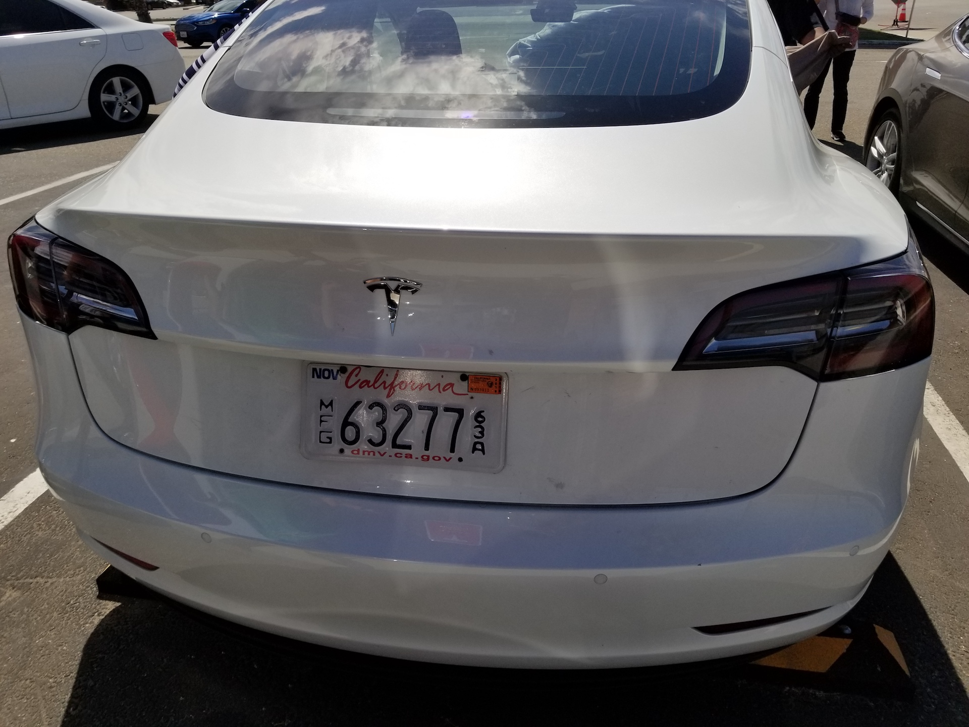 white-tesla-model-3-trunk-bakersfield-sighting