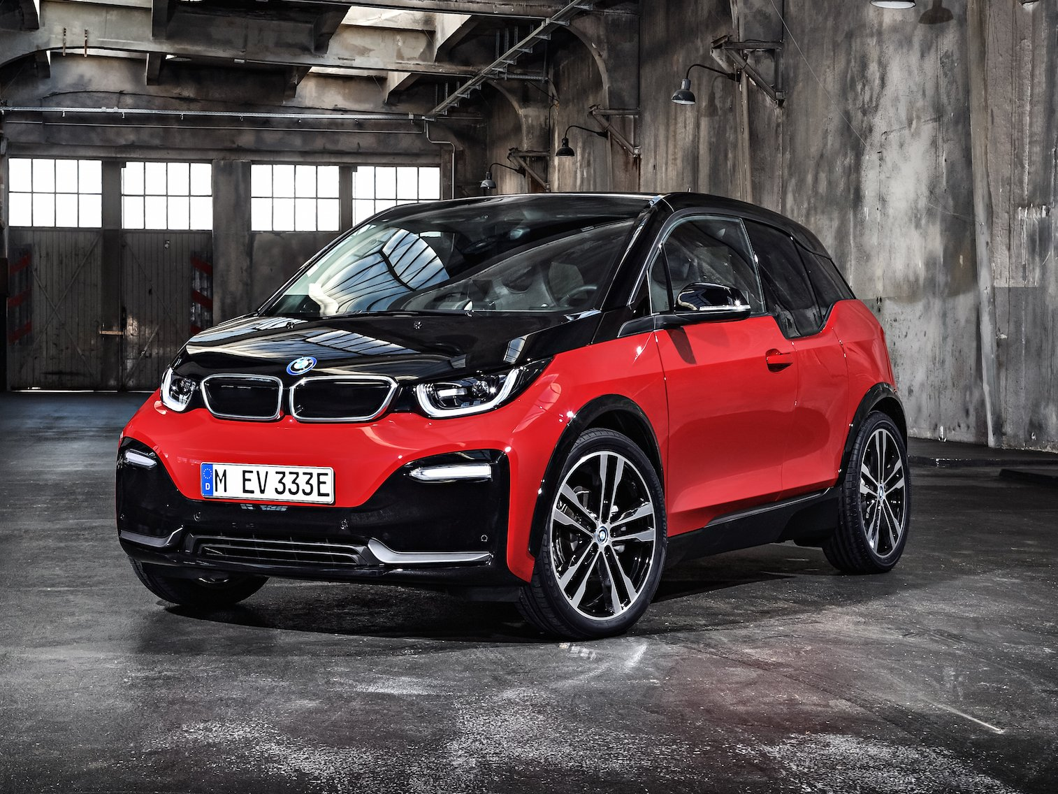 bmw reveals a beefier and sportier 2018 i3s ev to rival. Black Bedroom Furniture Sets. Home Design Ideas