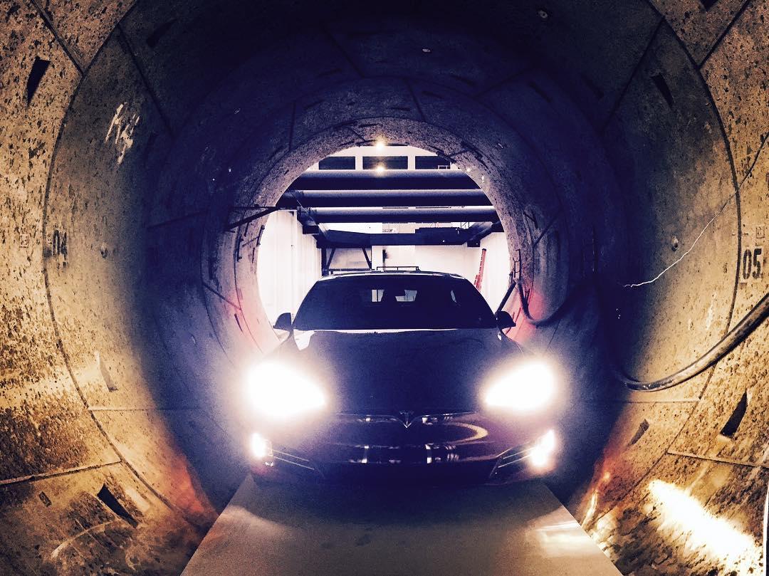 tesla-model-s-tunnel-electric-skate