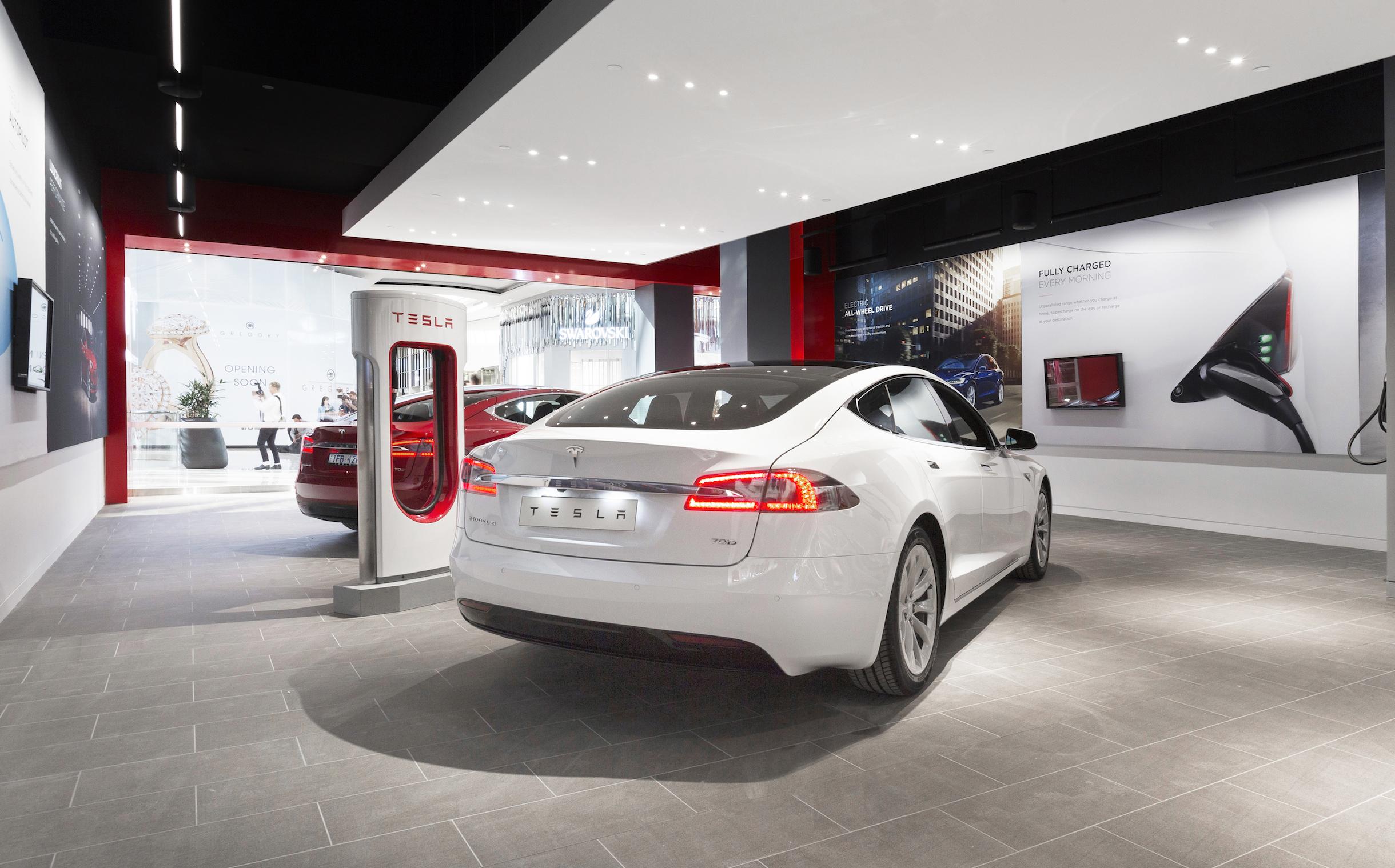 Tesla Model 3 vs 2018 Nissan Leaf - A side by side comparison