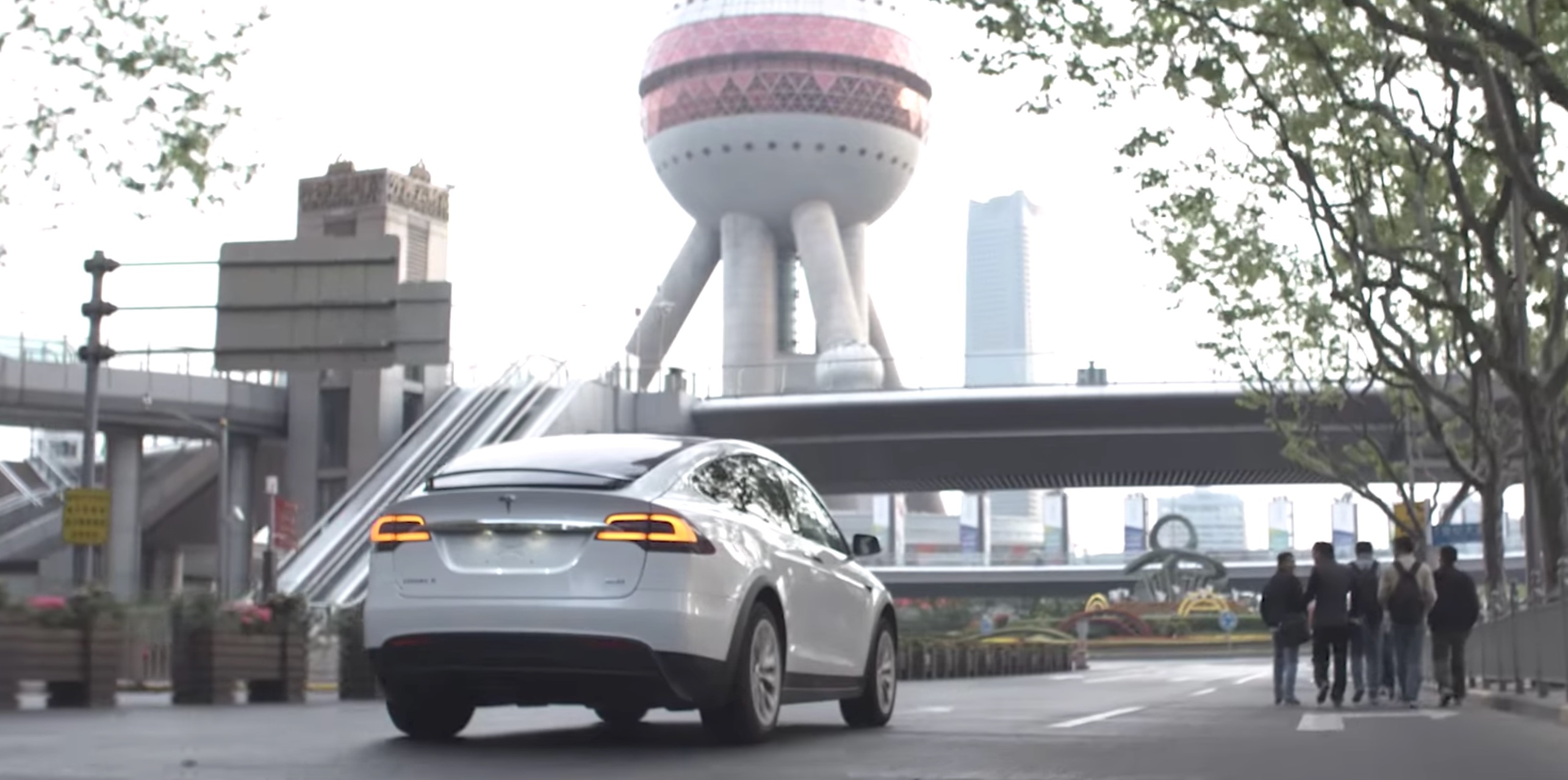 Tesla Commits To 1 000 Superchargers In China By End Of 2017