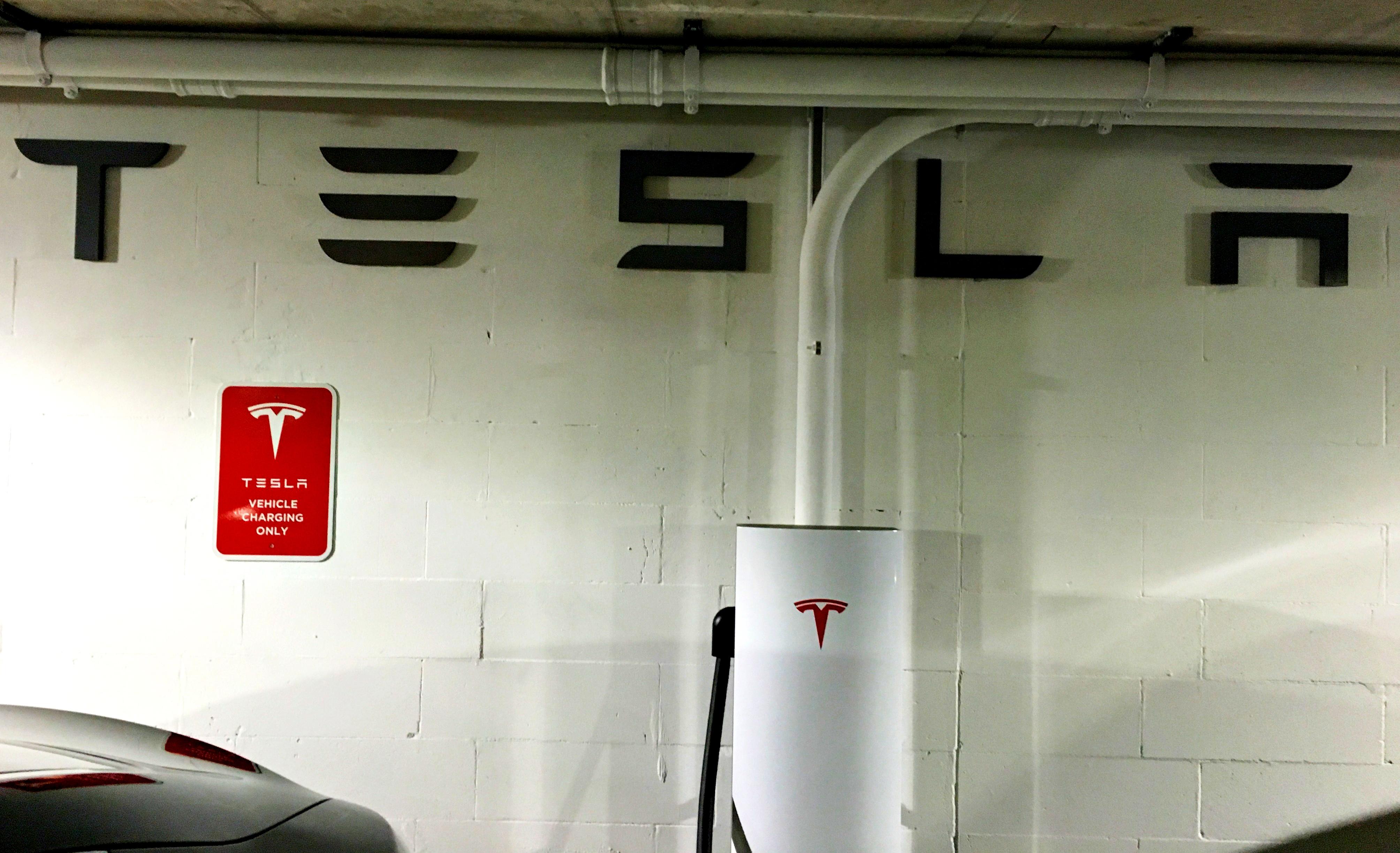 tesla-logo-urban-supercharger