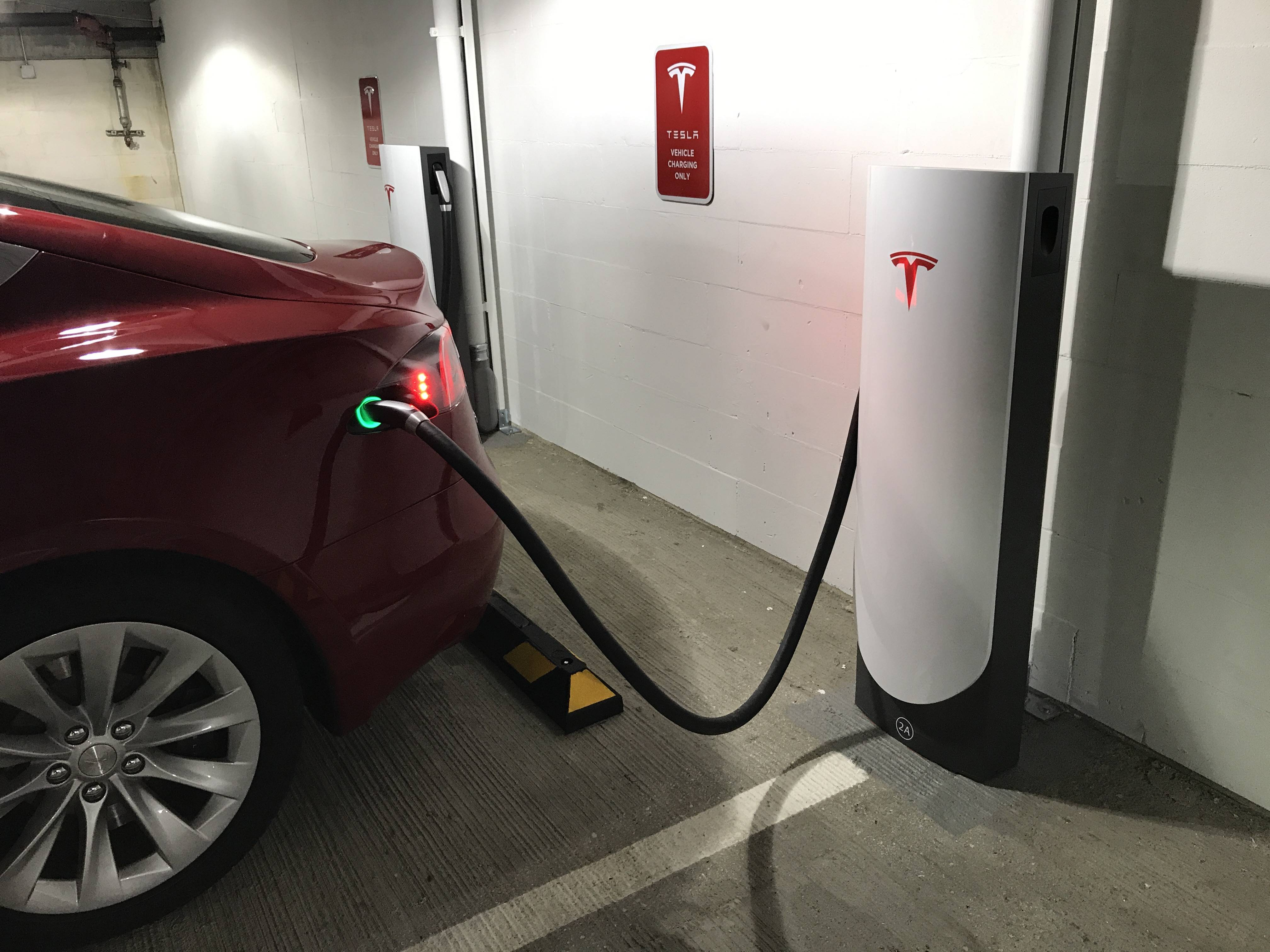 Tesla to roll out compact 72 kW Superchargers in urban ...