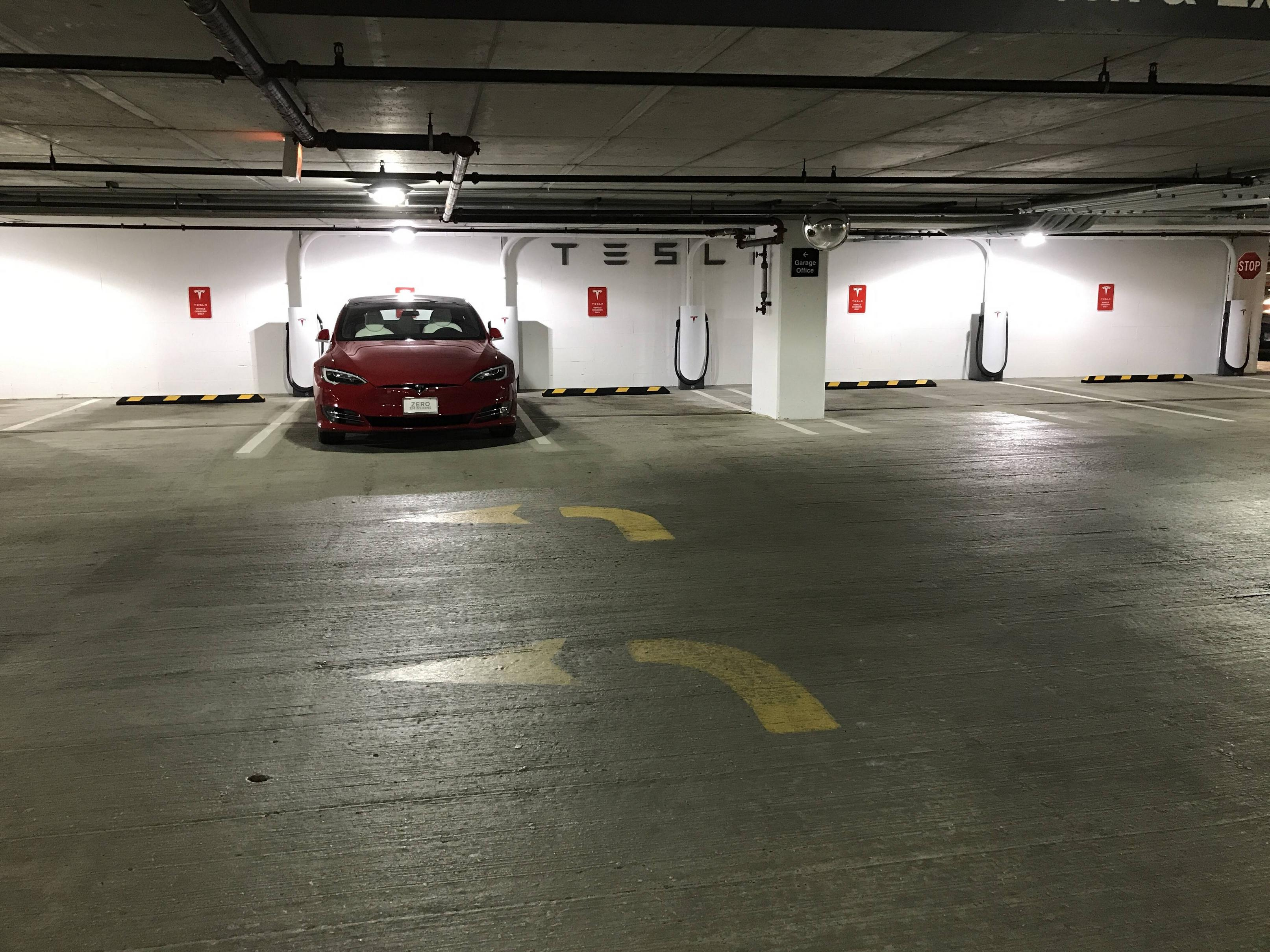 tesla-urban-supercharger-3