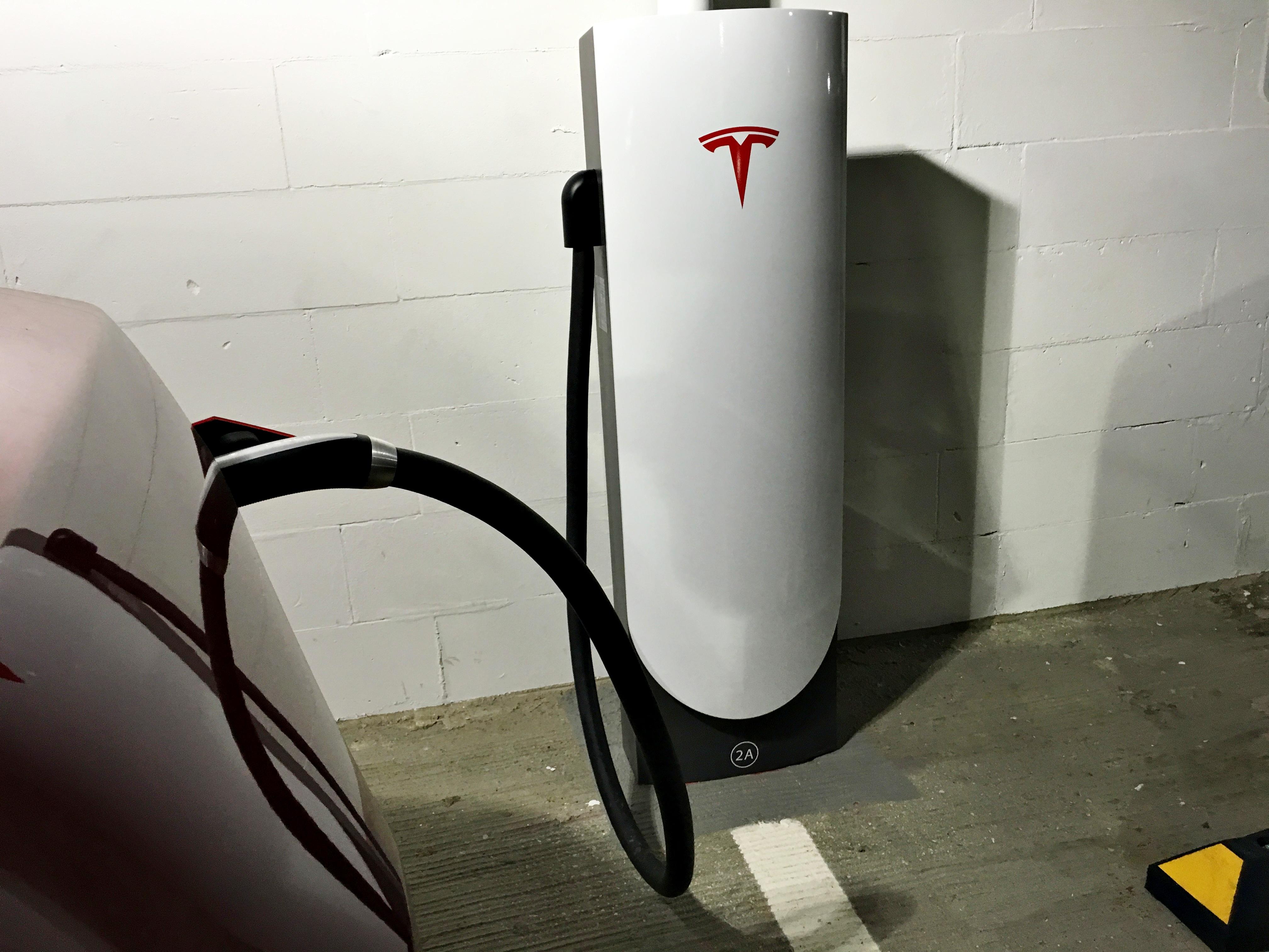 tesla-urban-supercharger-charge-port