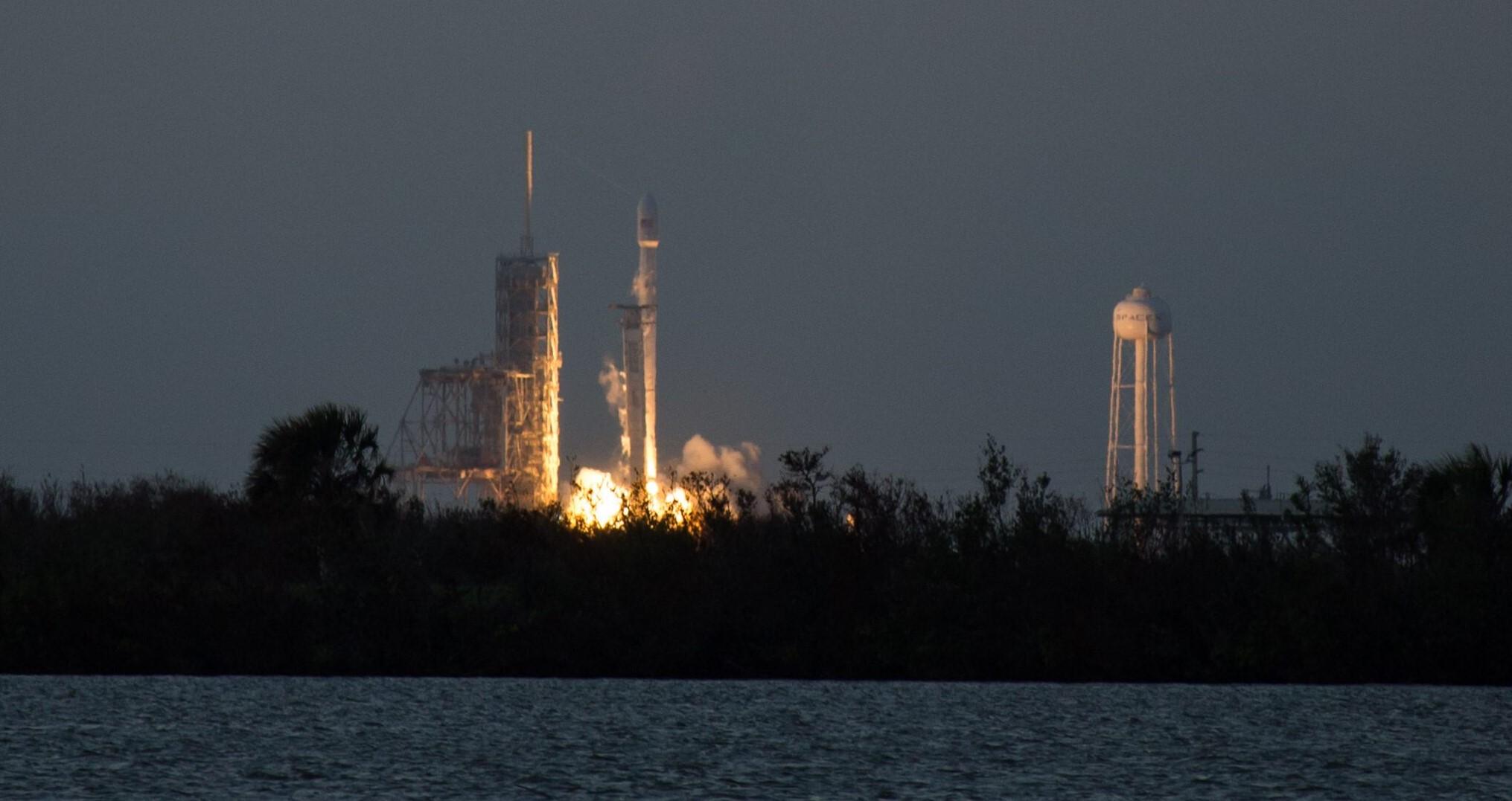 SES-11 liftoff 2 (Tom Cross, Teslarati)_
