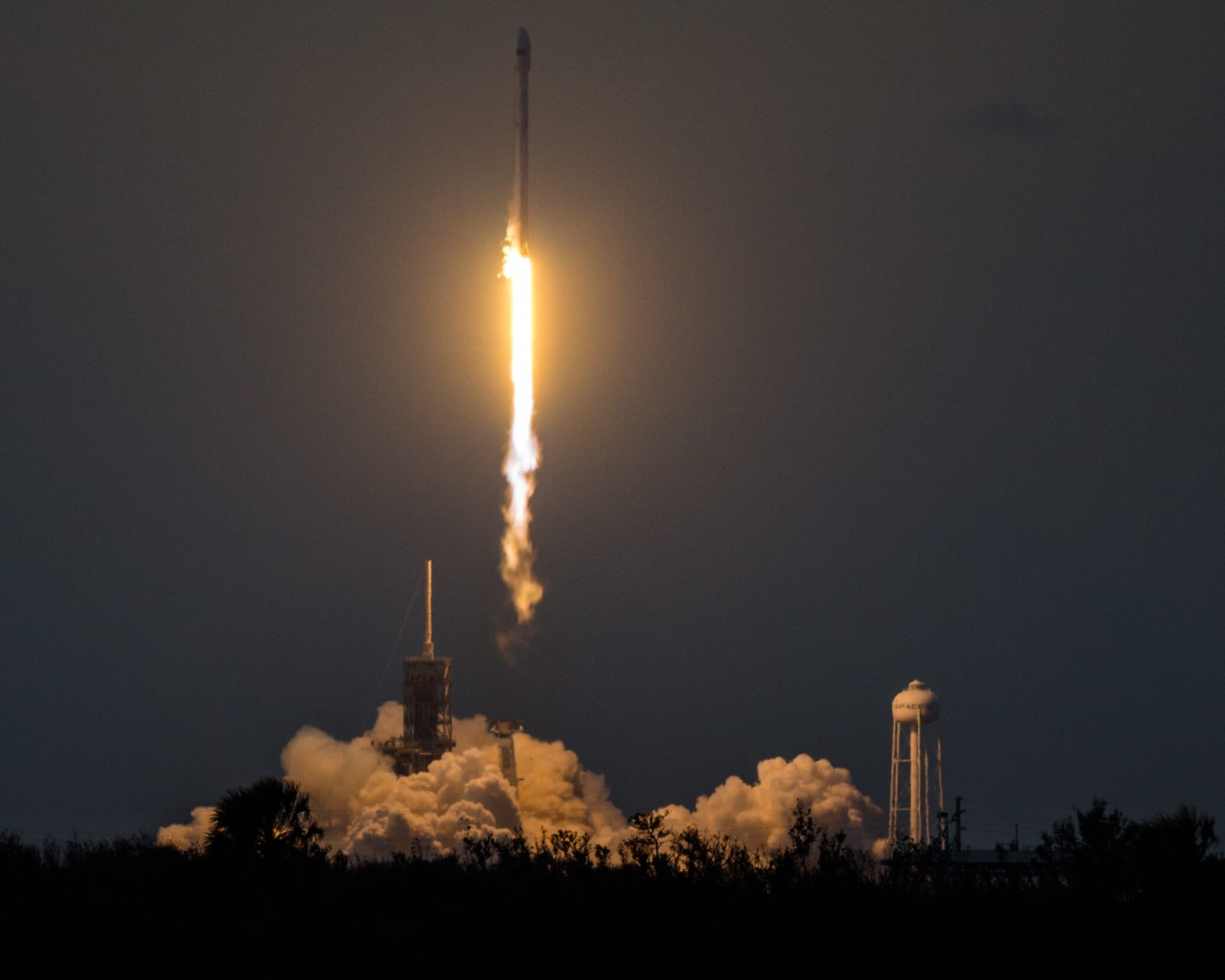 SES-11 liftoff (Tom Cross, Teslarati)_