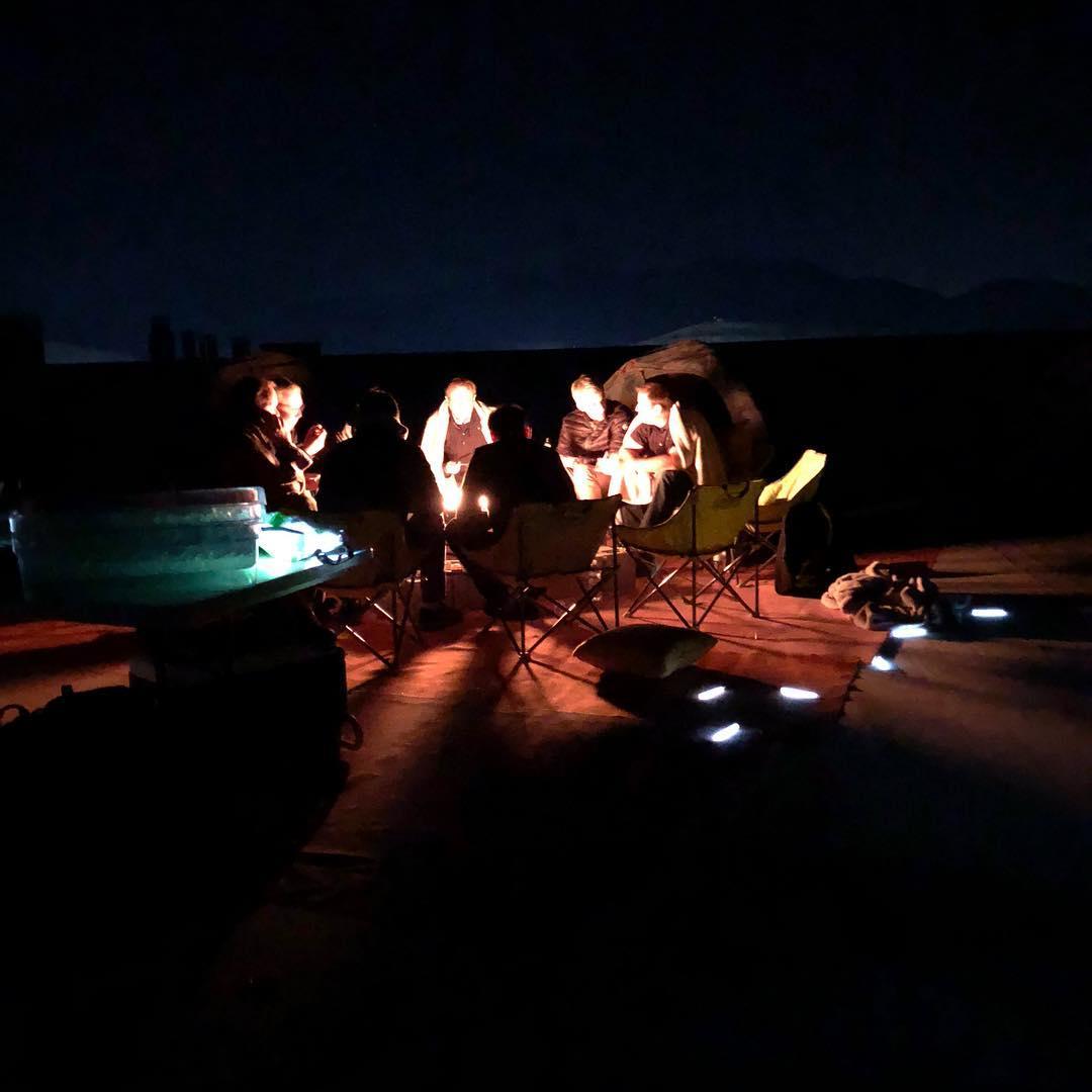elon-musk-gigafactory-rooftop-camping