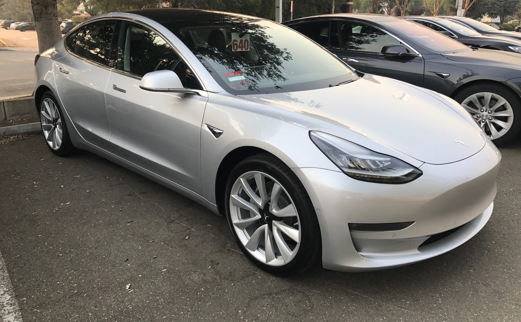 silver-tesla-model-3-dublin-supercharger-service