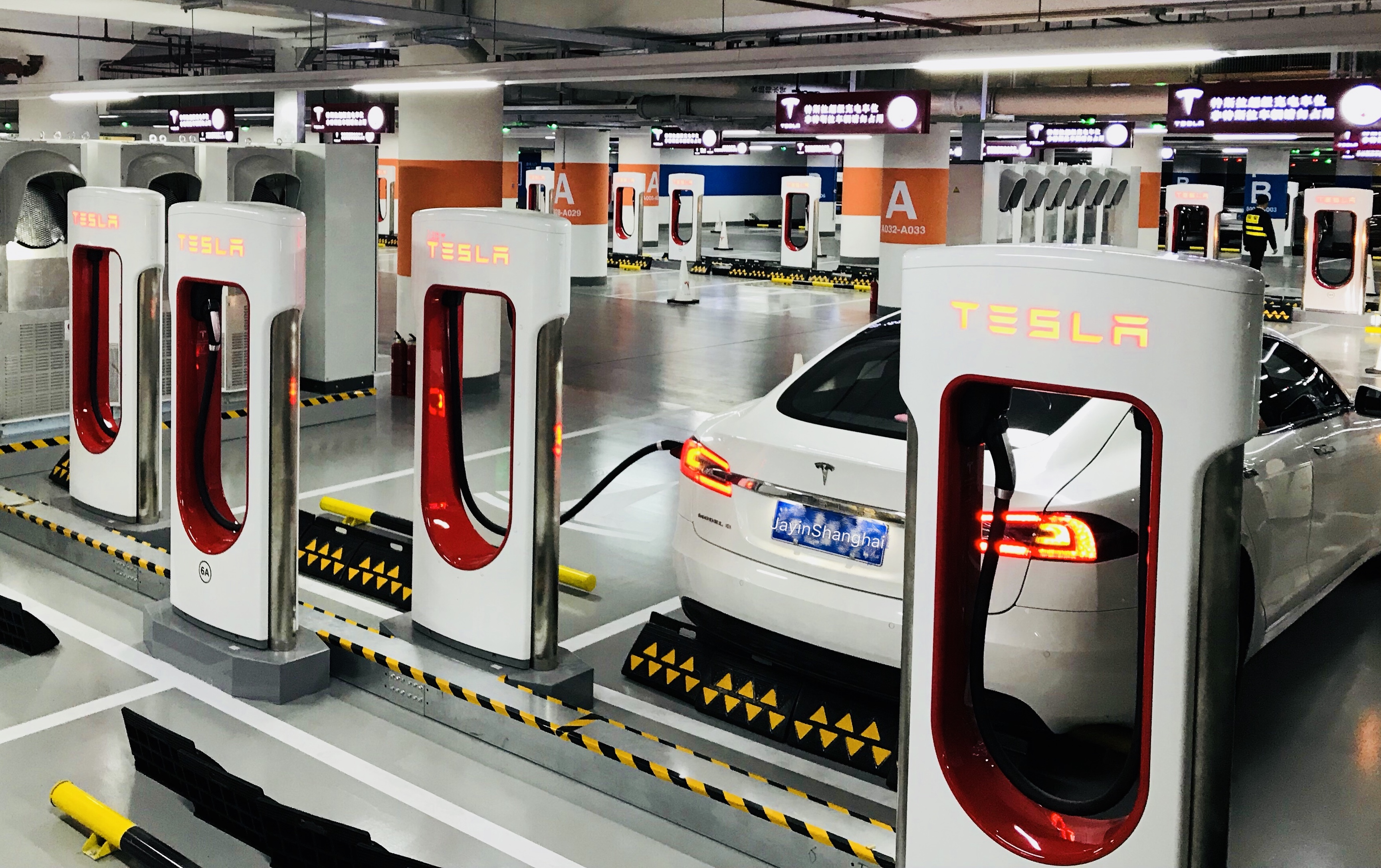 First Look At World S Largest Tesla Supercharger Station