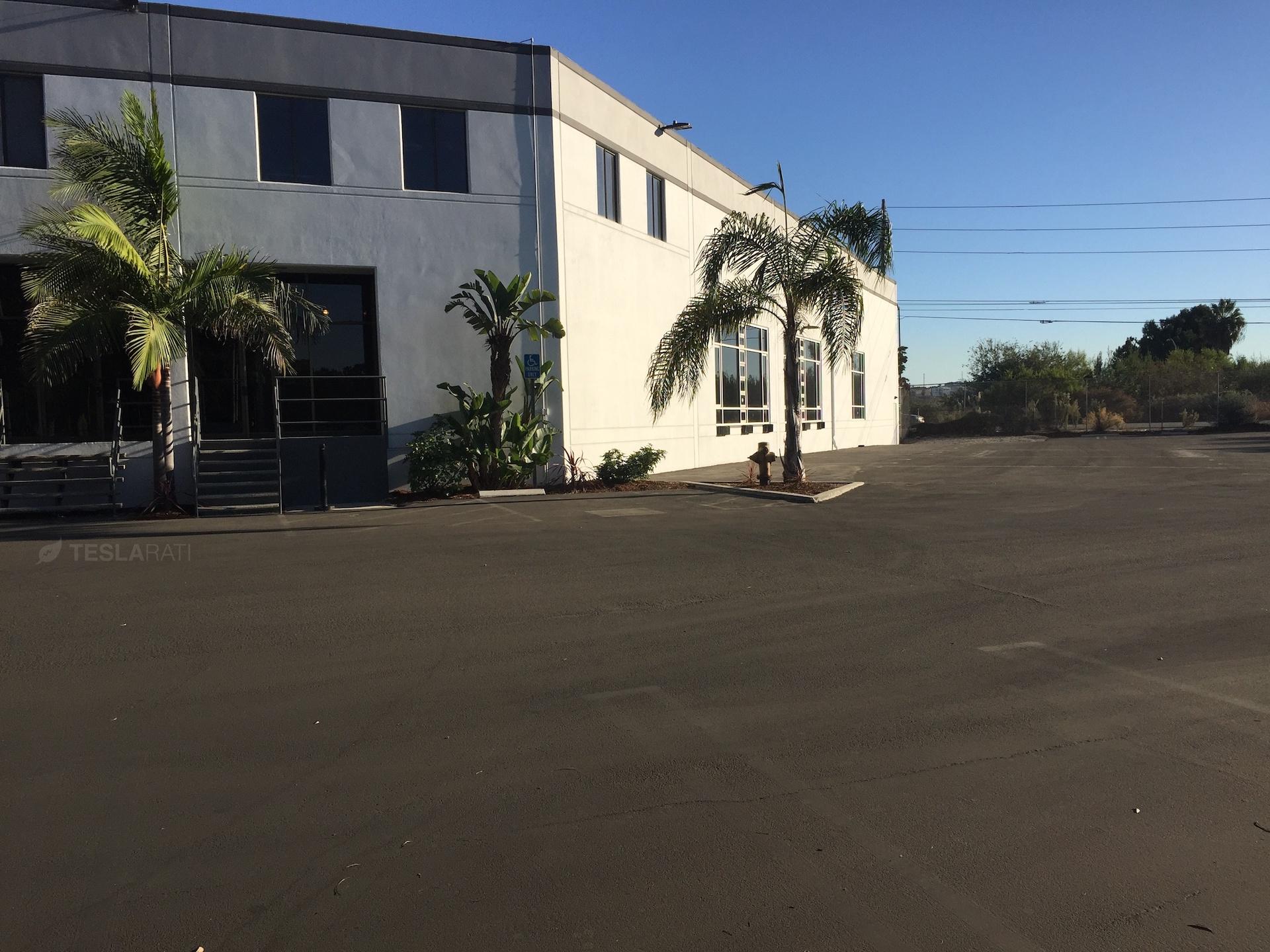 tesla-marina-del-rey-office-rear-parking