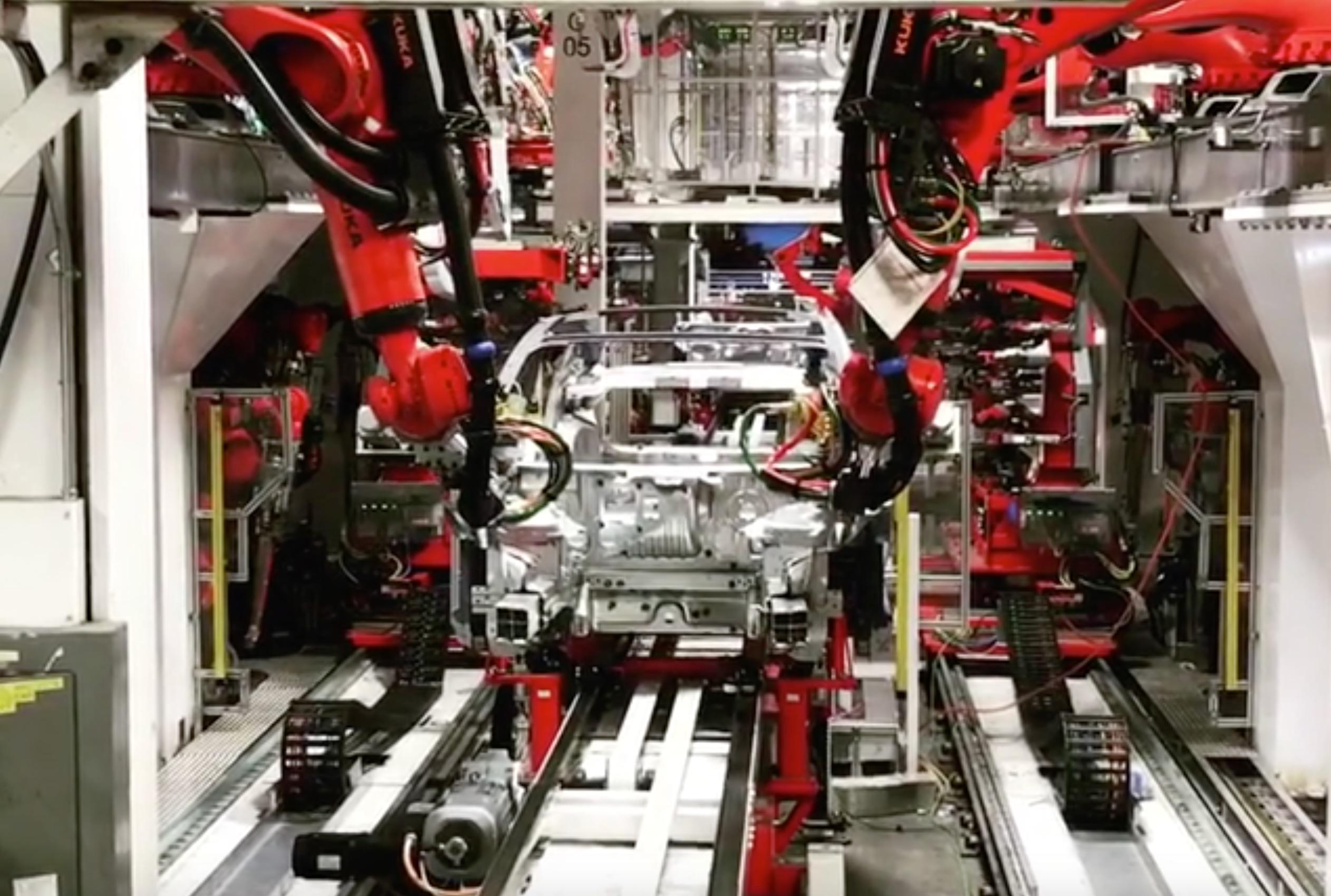tesla-model-3-body-line-kuka-robots